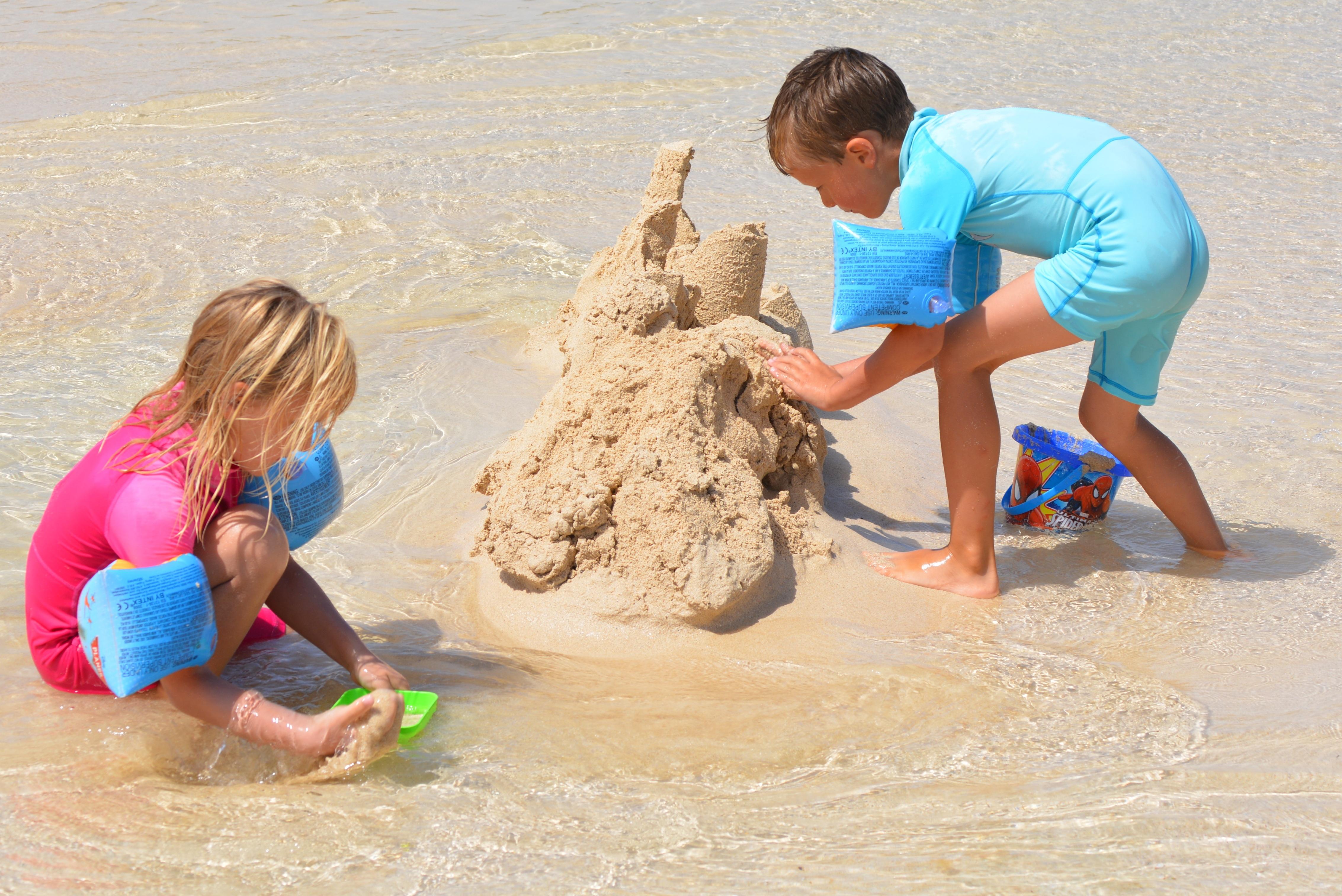 Gambar Pantai Orang Orang Gadis Bermain Anak Laki Laki
