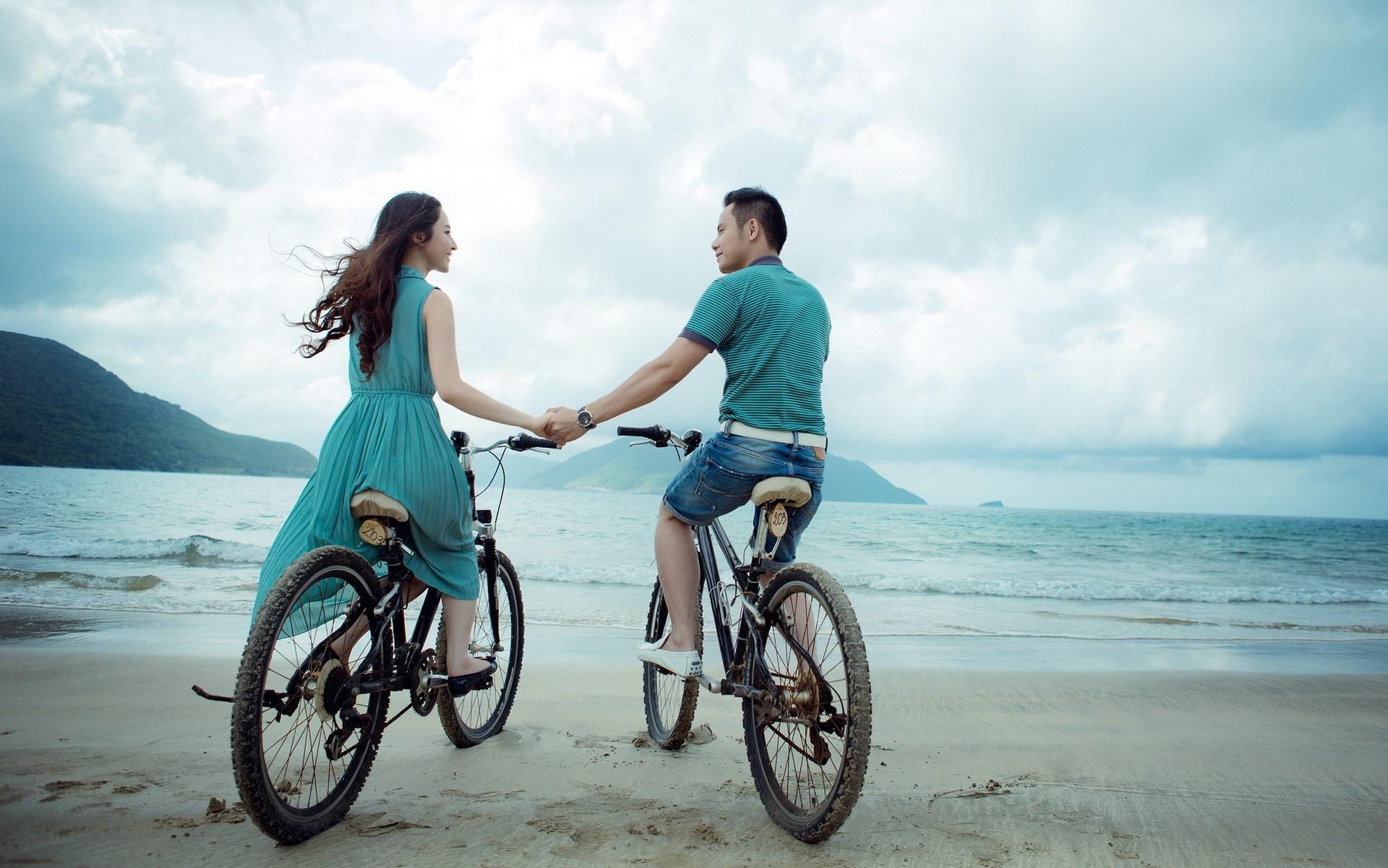 гимнастка фотосессия на велосипеде пара закрепляют