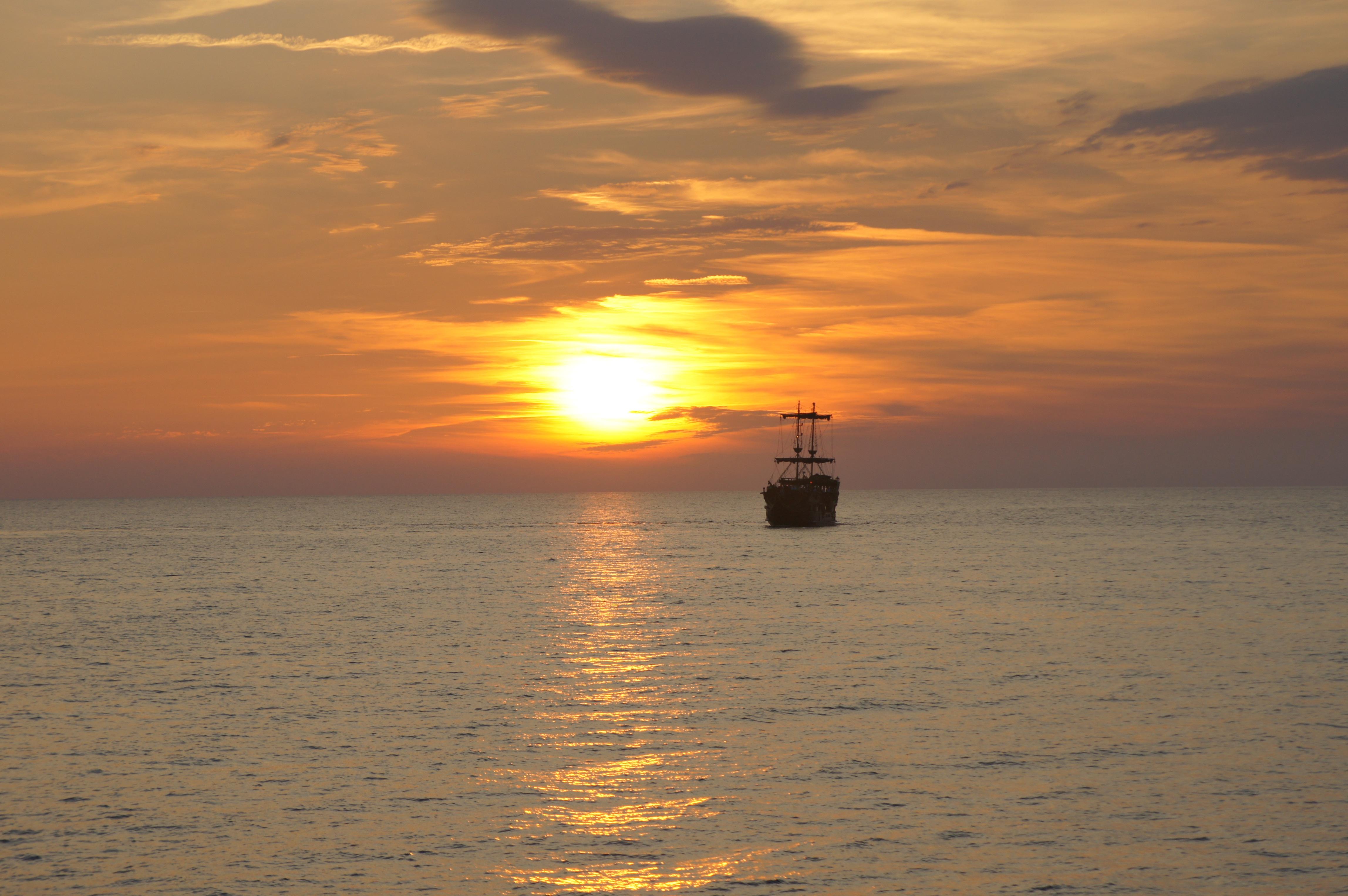 картинки корабля солнце окрестностях курорта есть