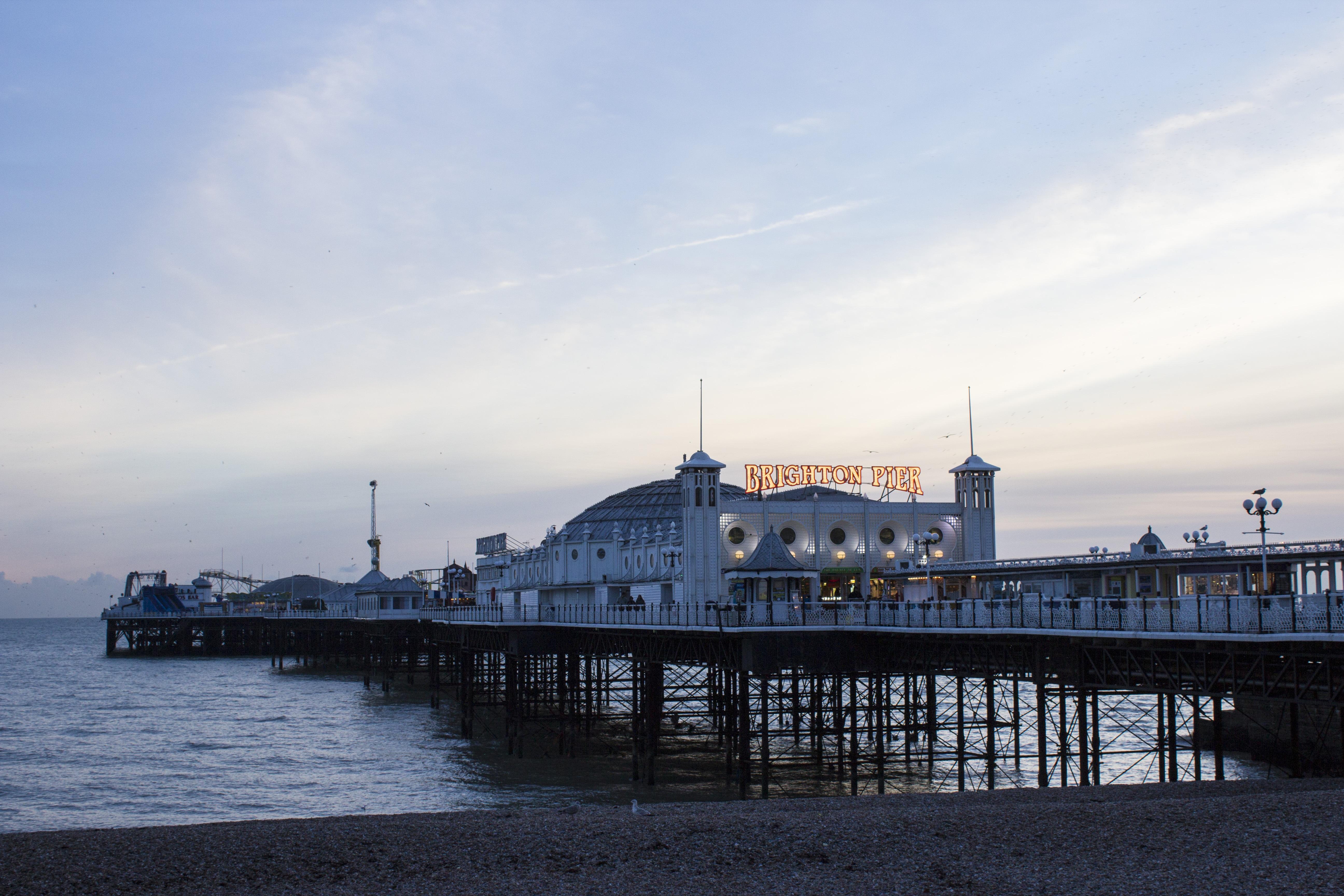 images gratuites : plage, côte, océan, horizon, dock, architecture