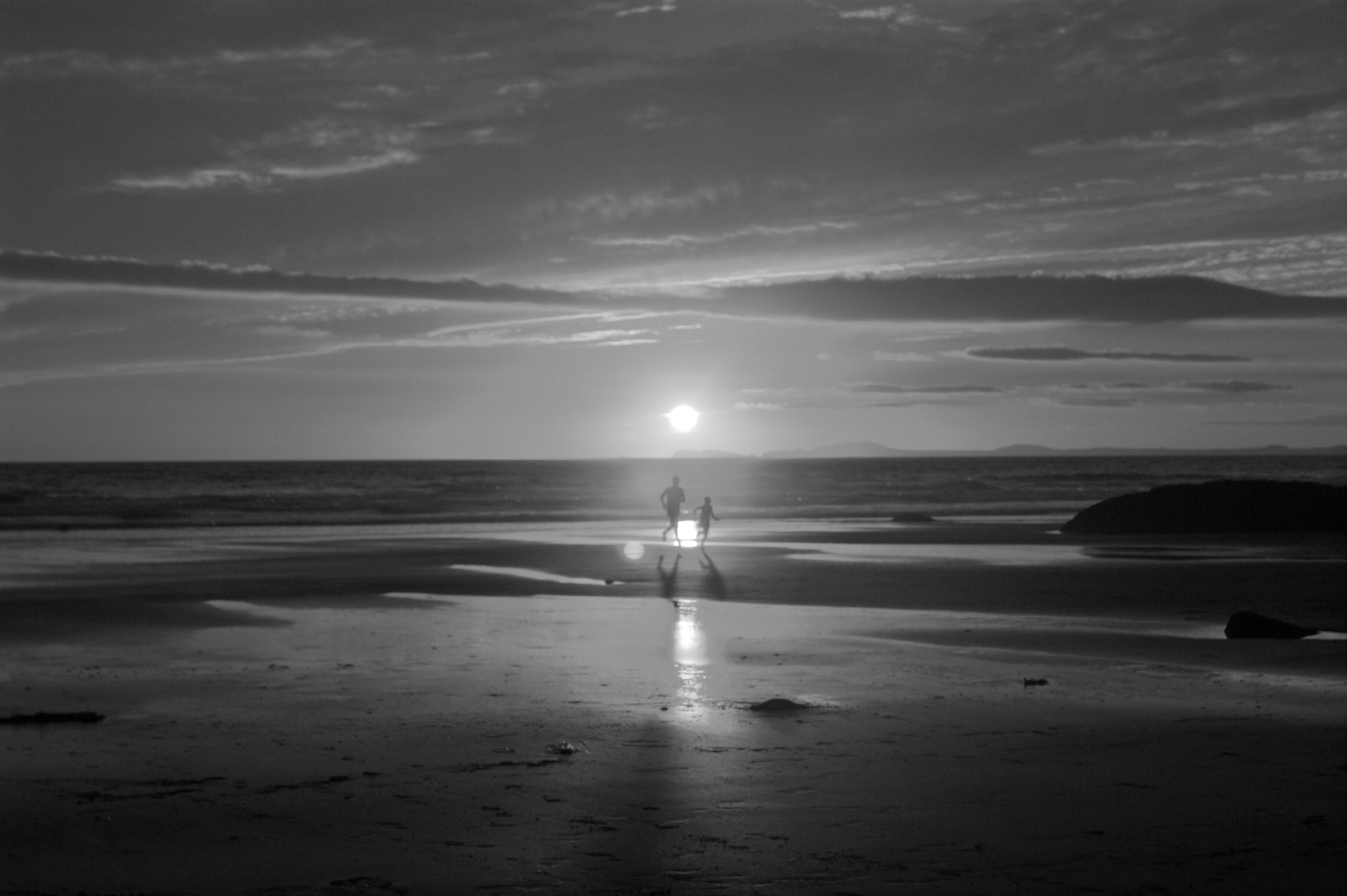 Картинки заката солнца черно белые