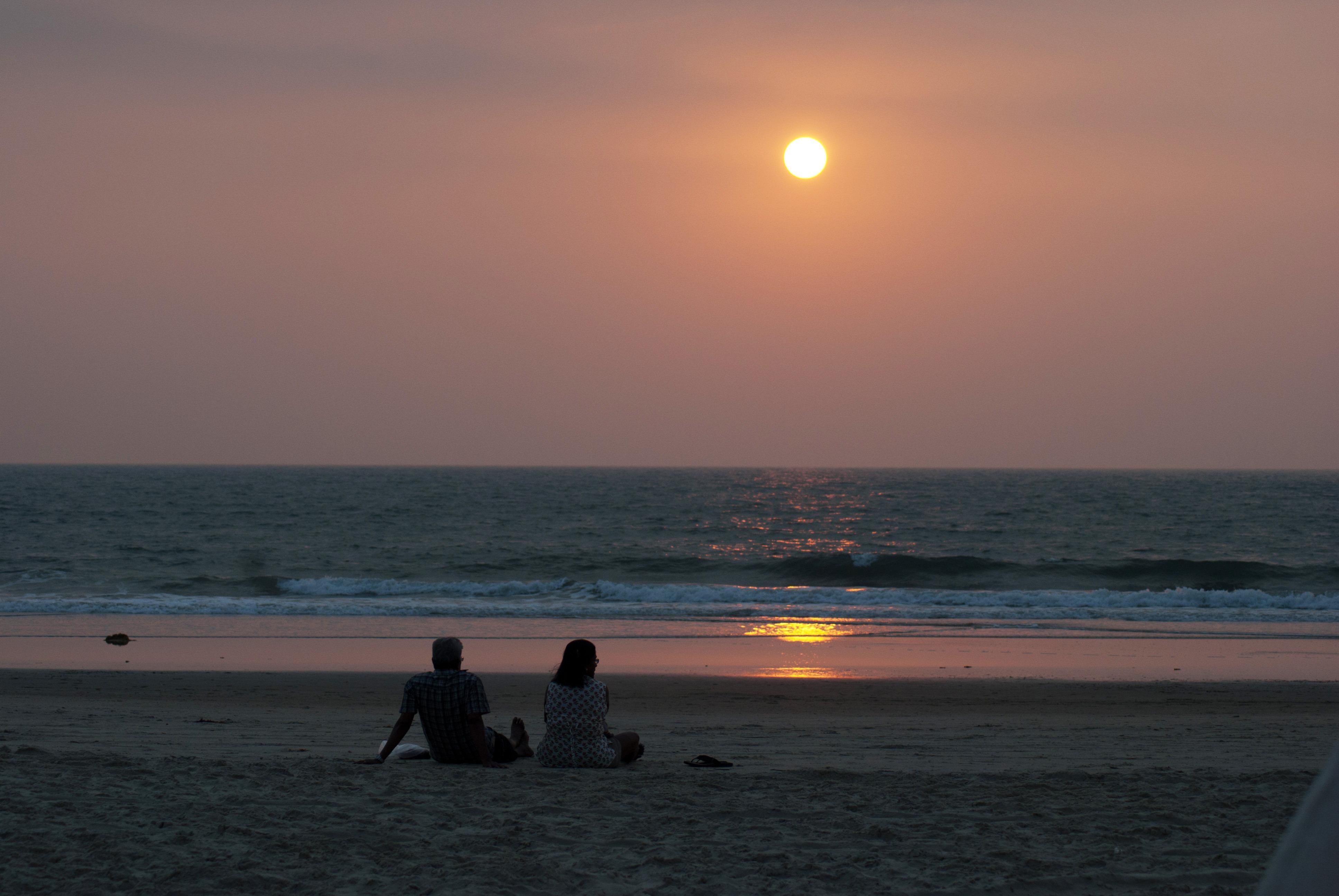 картинки море закат пляж двое цвета