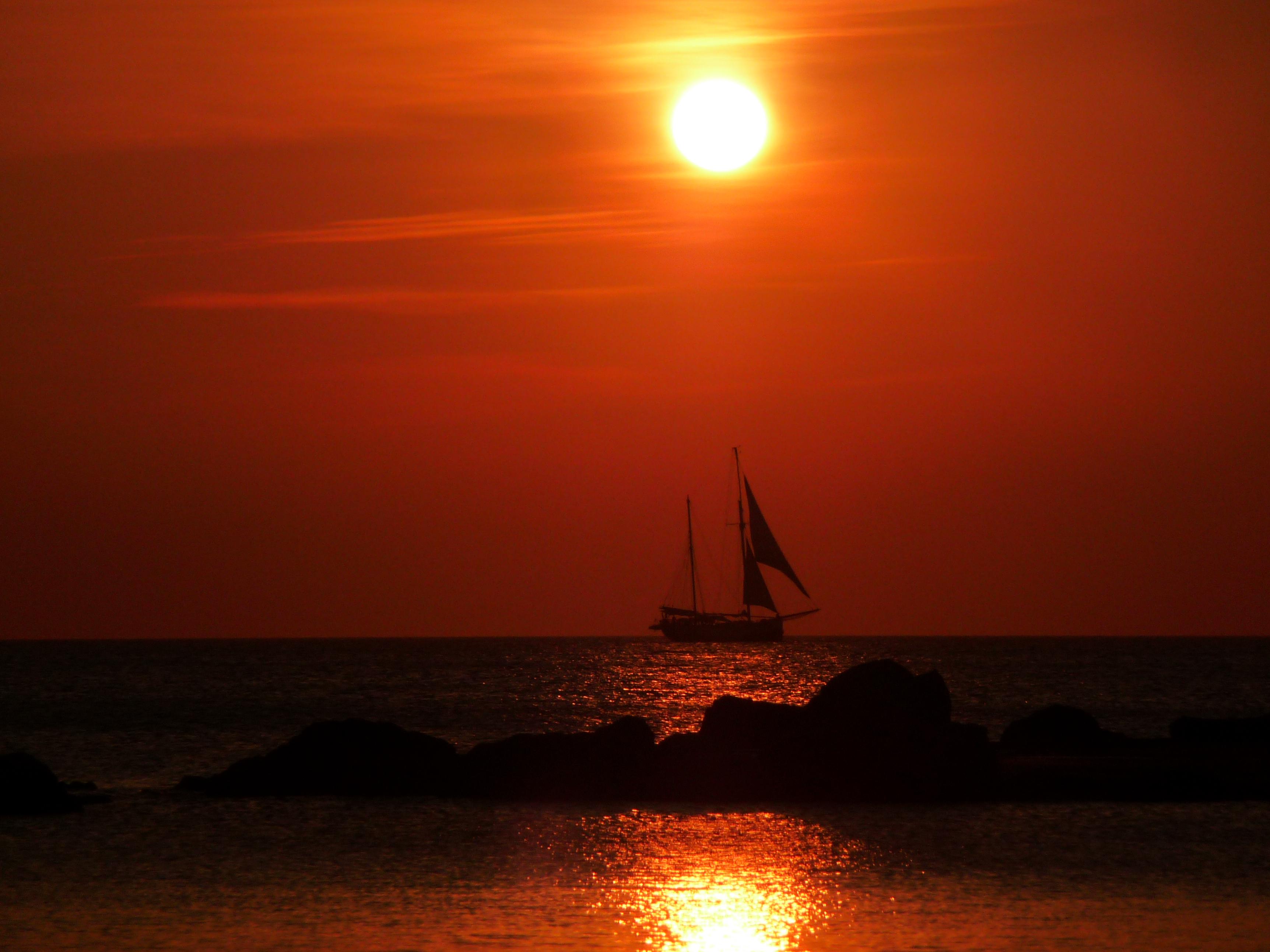это, картинка корабль уходит в море на закате оригинальном
