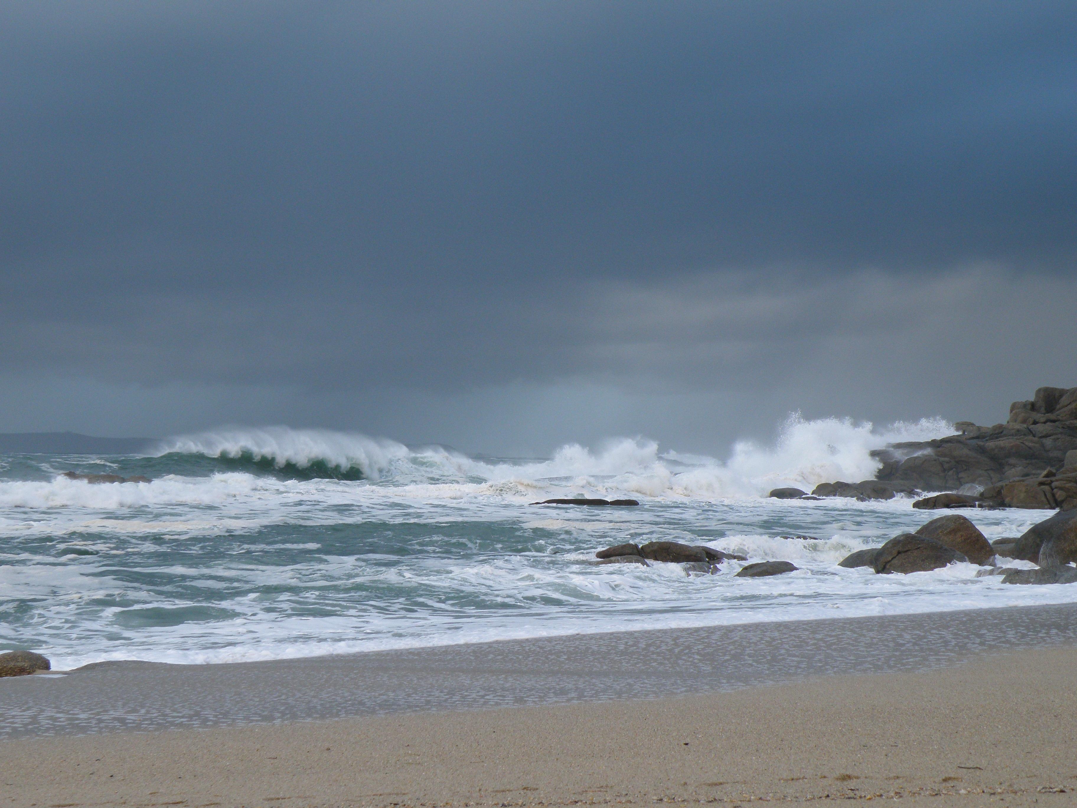 море с плохой погодой картинка для