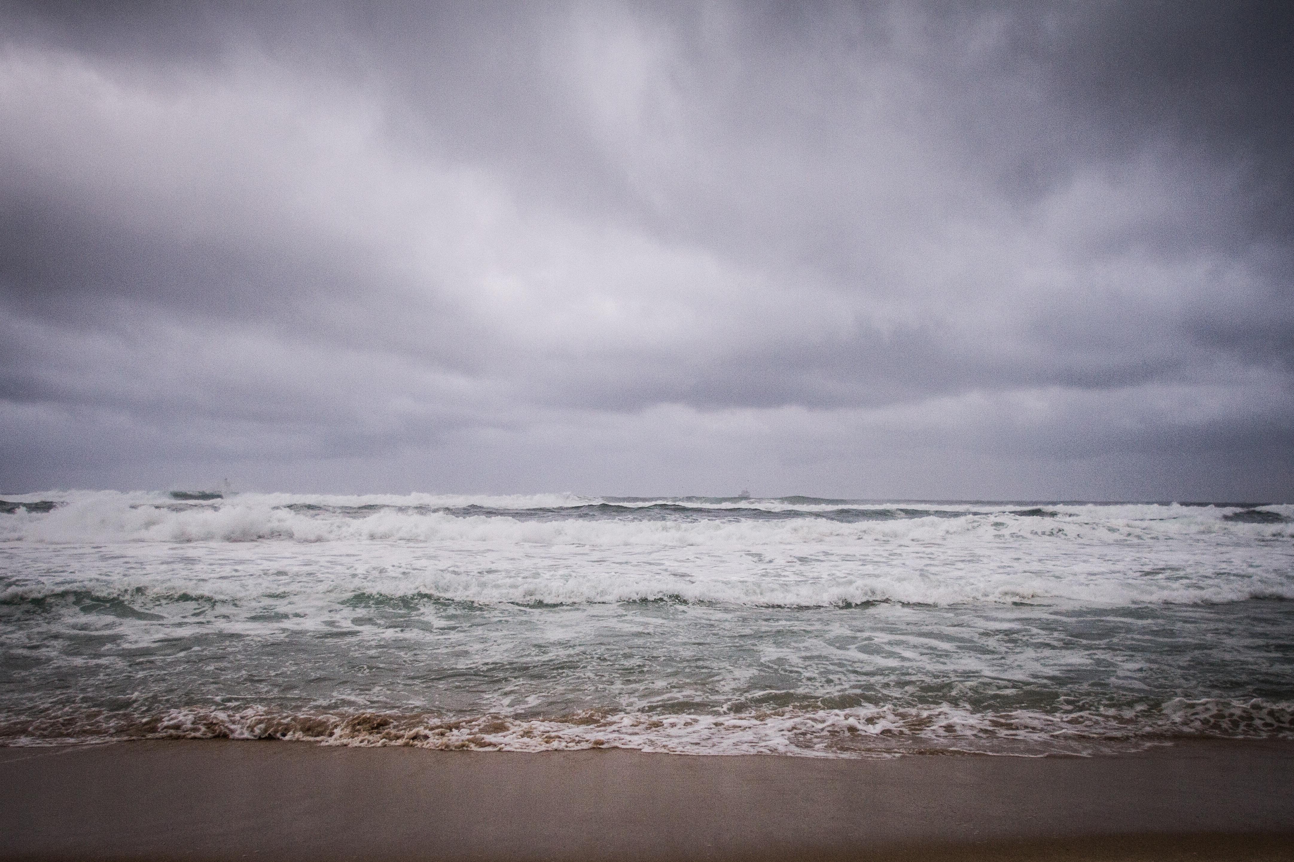 море с плохой погодой картинка уже писала