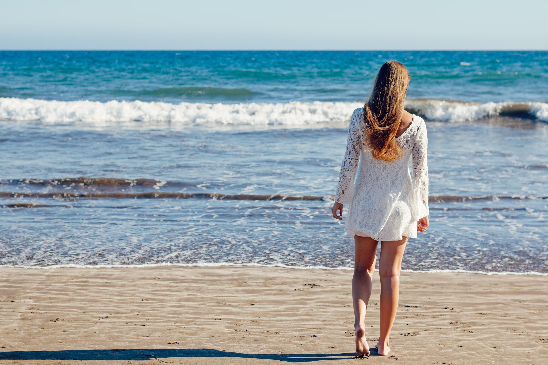 Белая девушка и море картинки