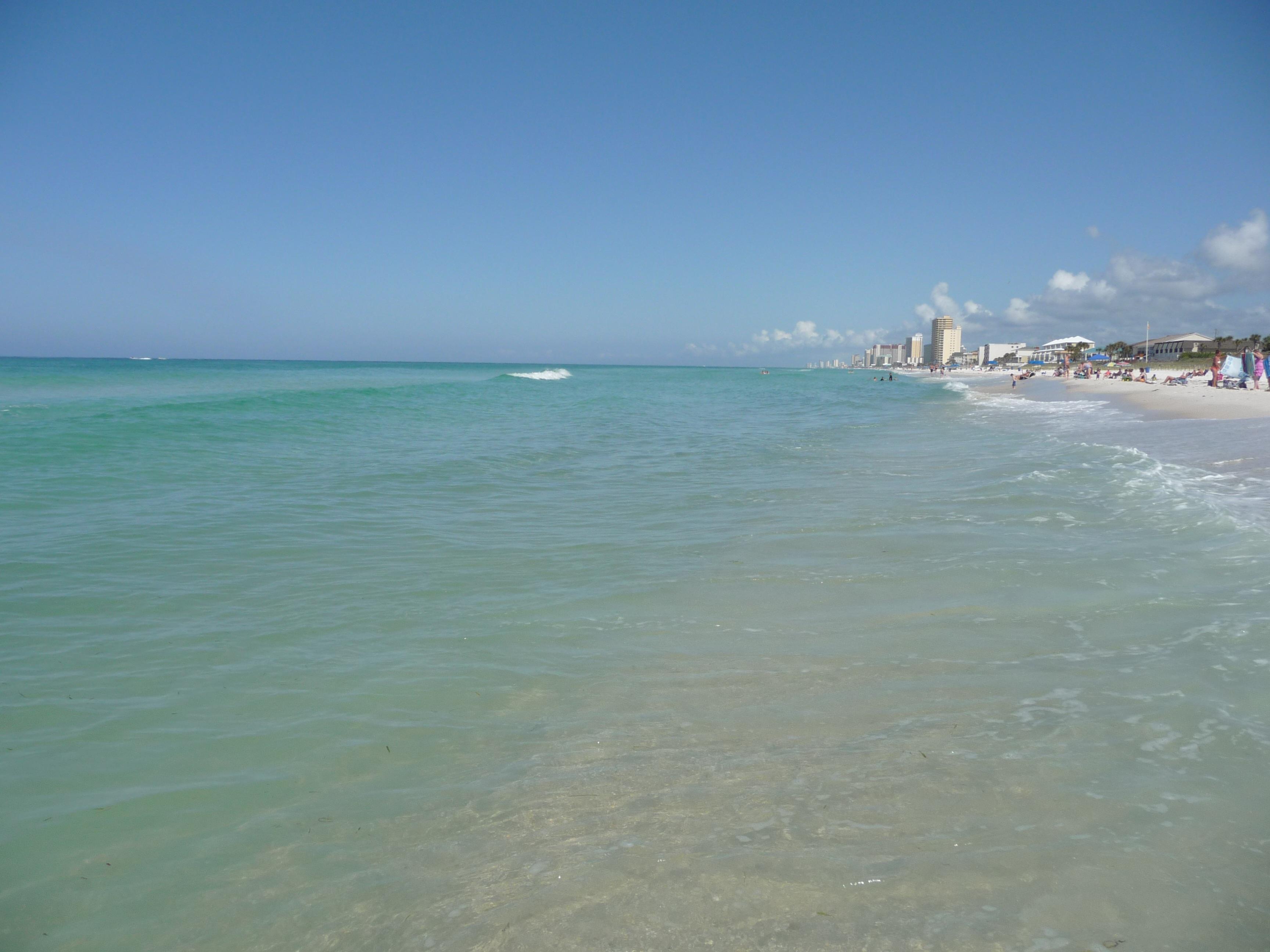 Conference Center kan du tillbringa dagen på stranden eller koppla av vid en av.