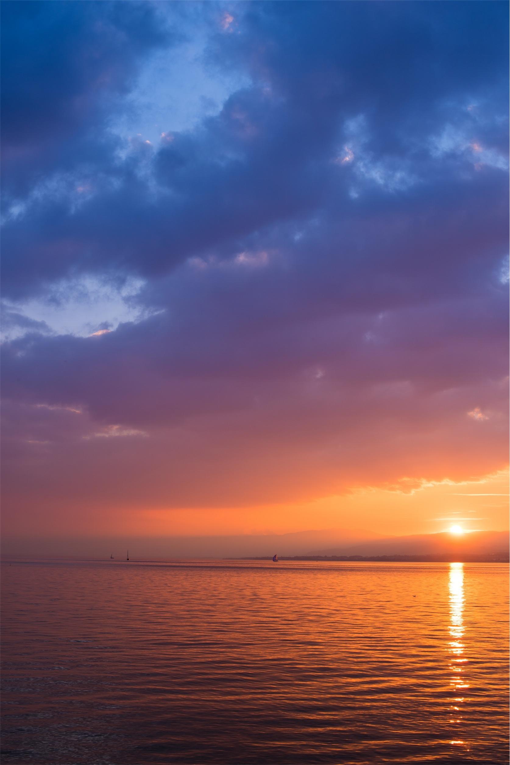 Gambar Pantai Laut Air Lautan Horison Awan Matahari Terbit Matahari Terbenam Sinar Matahari Gelombang Ungu Fajar Suasana Senja Malam Refleksi Awan Awan Indah Perasaan Senang Sesudah Mengalami Kesenganan Ombak Langit Merah Di
