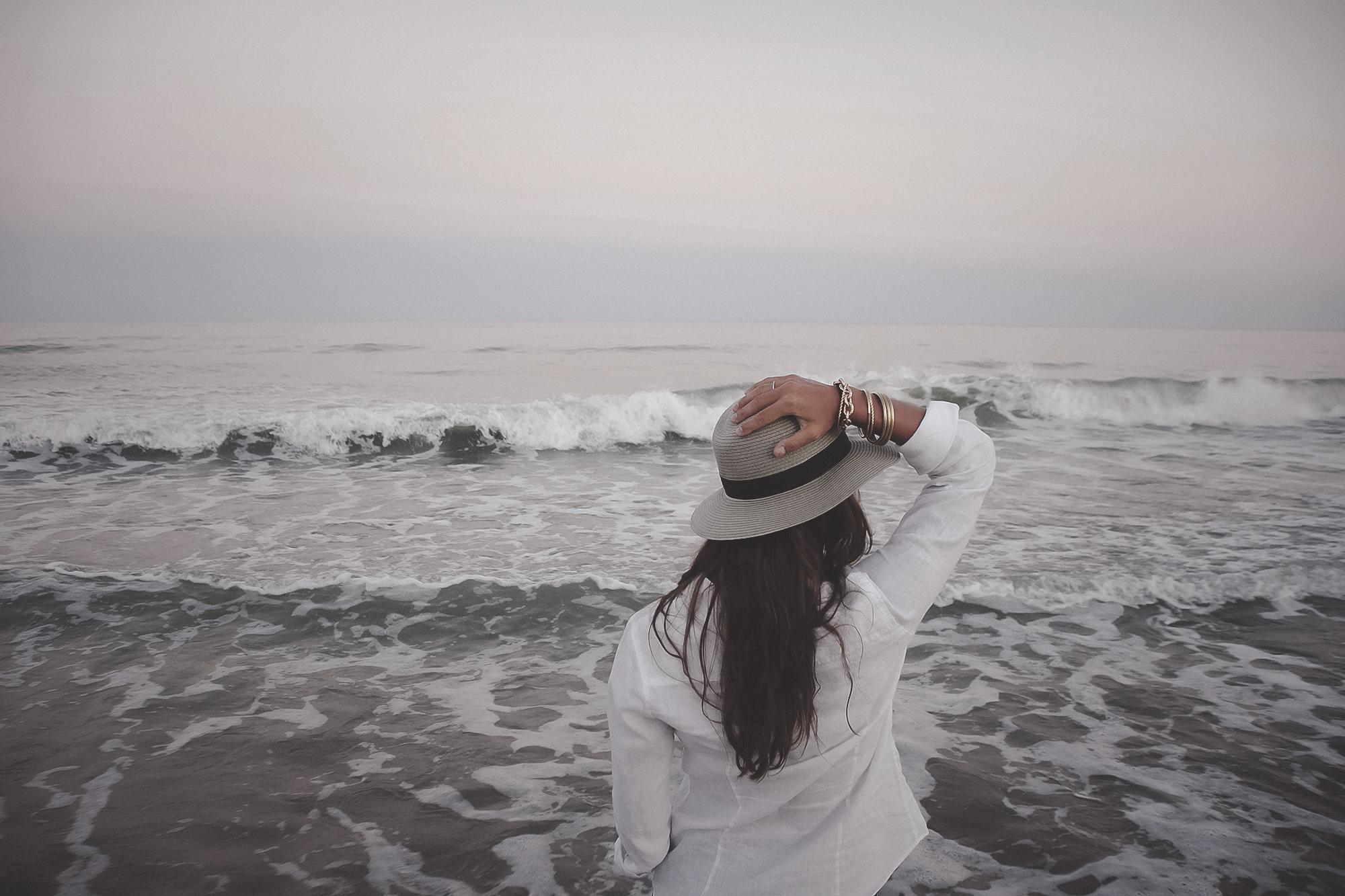 Mujer Mañana Oceano Blanco Fotos Playa Gratis Costa YzxqI74