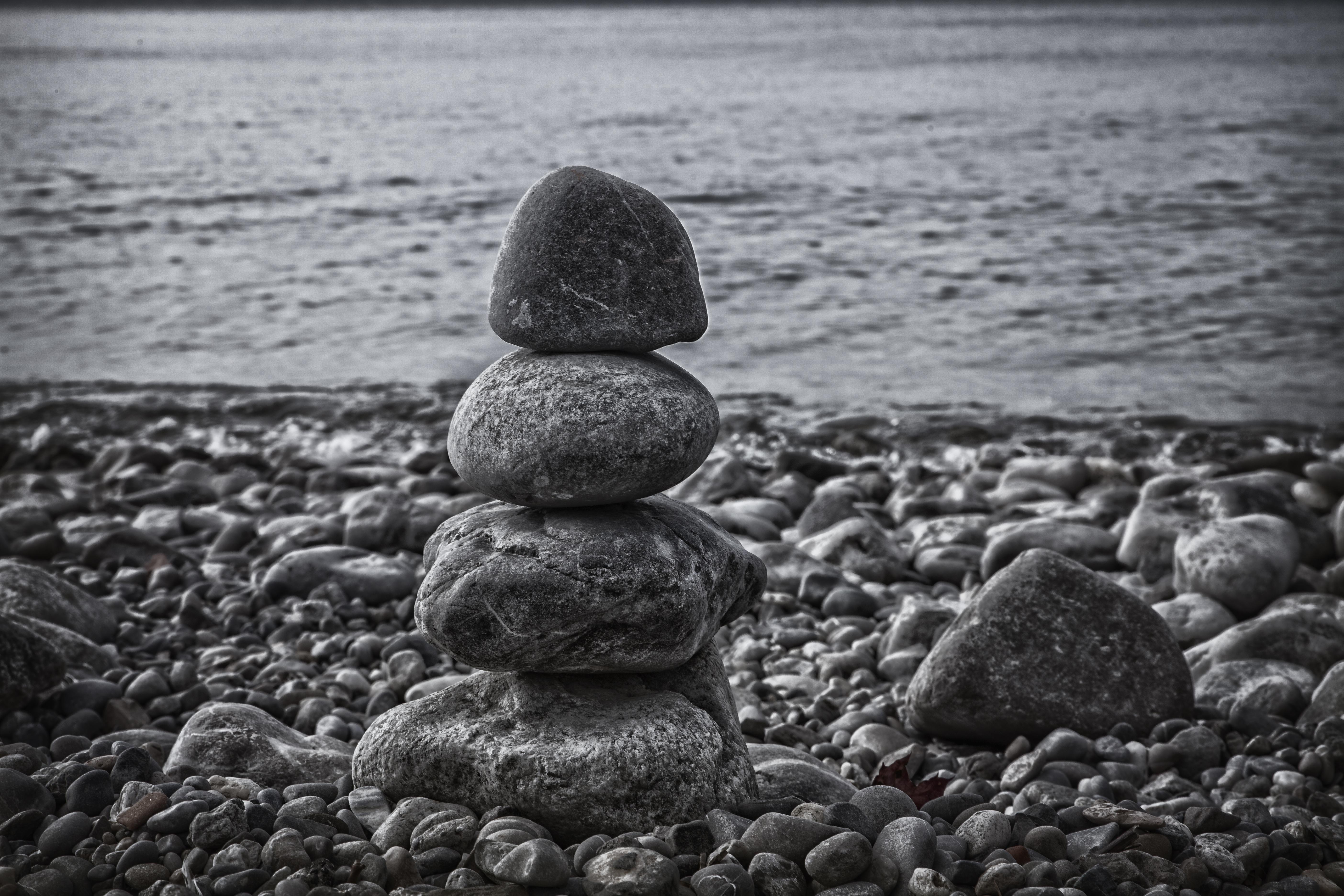 фото белых камней у воды что нам