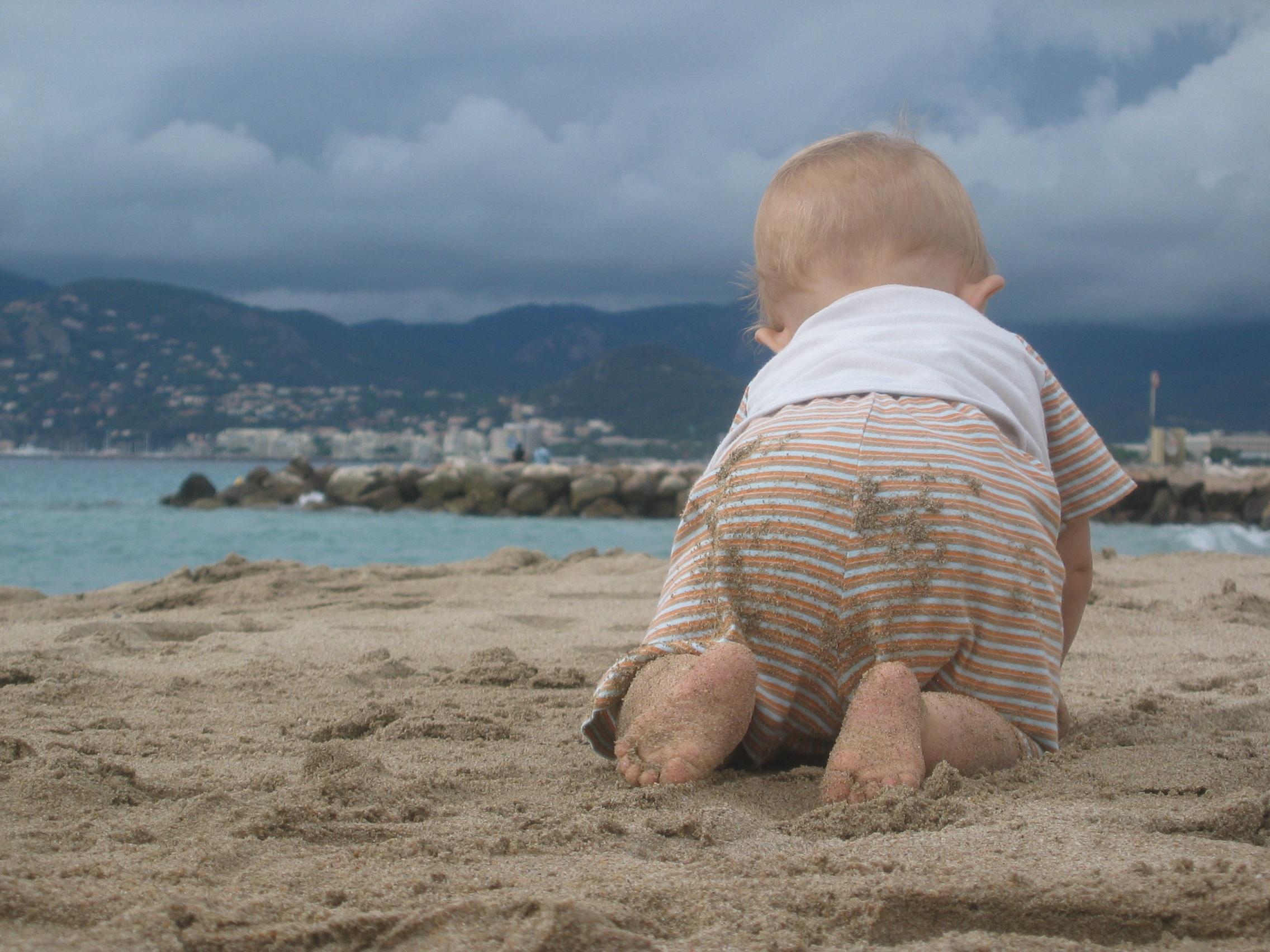 что картинки берег моря малыши была очень смышленой