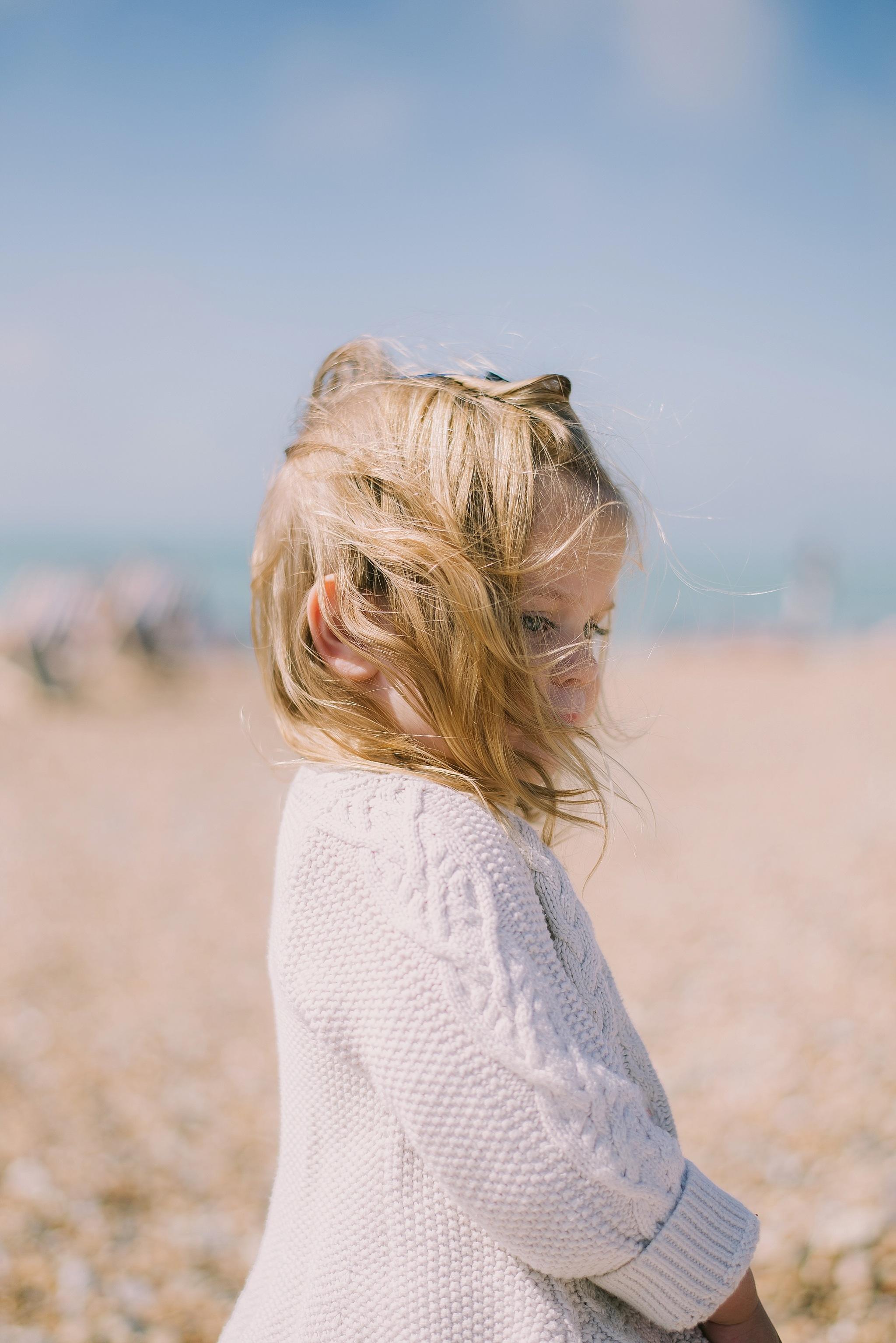 무료 이미지 : 바닷가, 바다, 모래, 소녀, 여자, 머리, 초상화, 모델, 봄, 어린이, 푸른, 신부