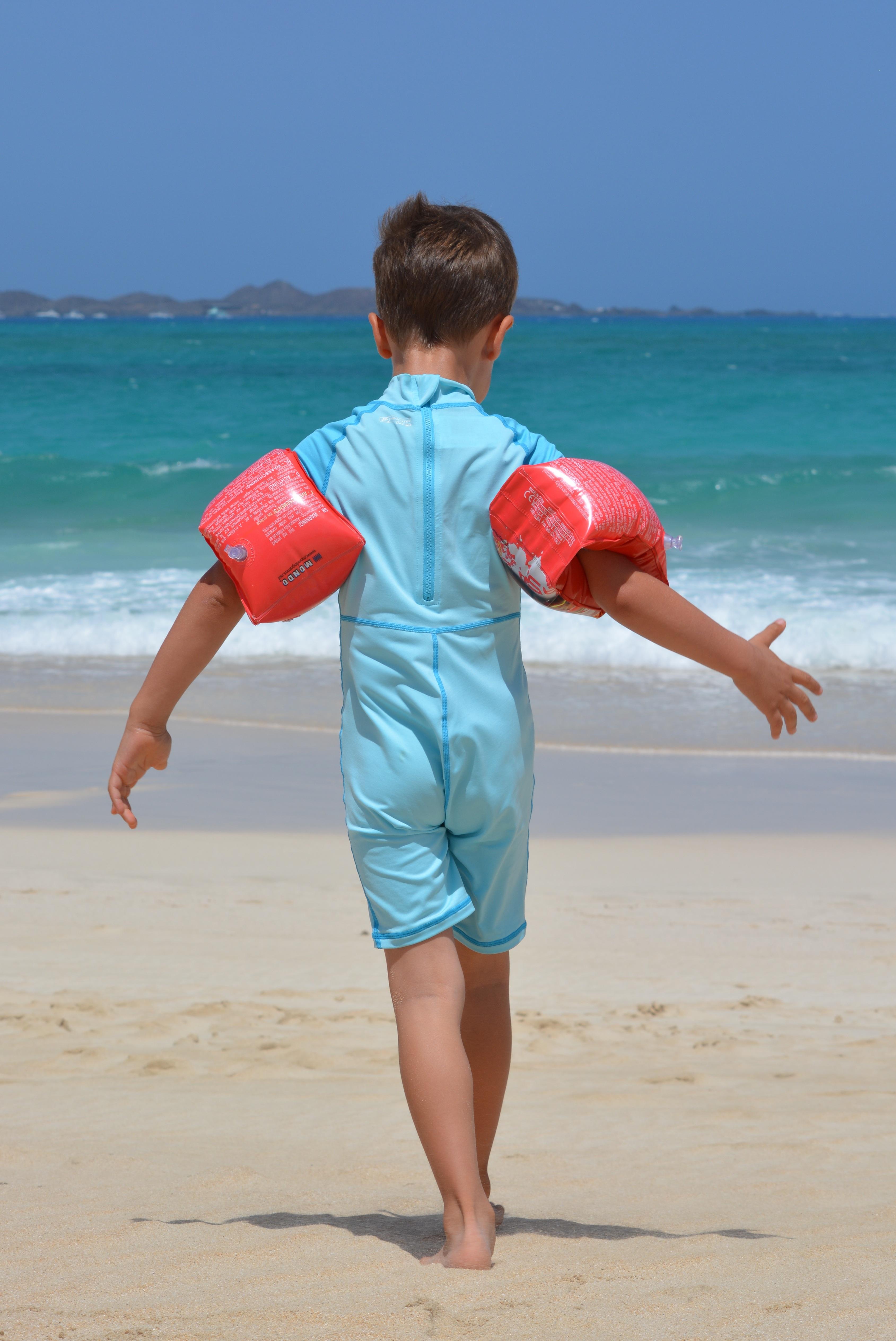 pantai laut pasir lautan orang orang pantai Anak laki laki liburan anak biru badan