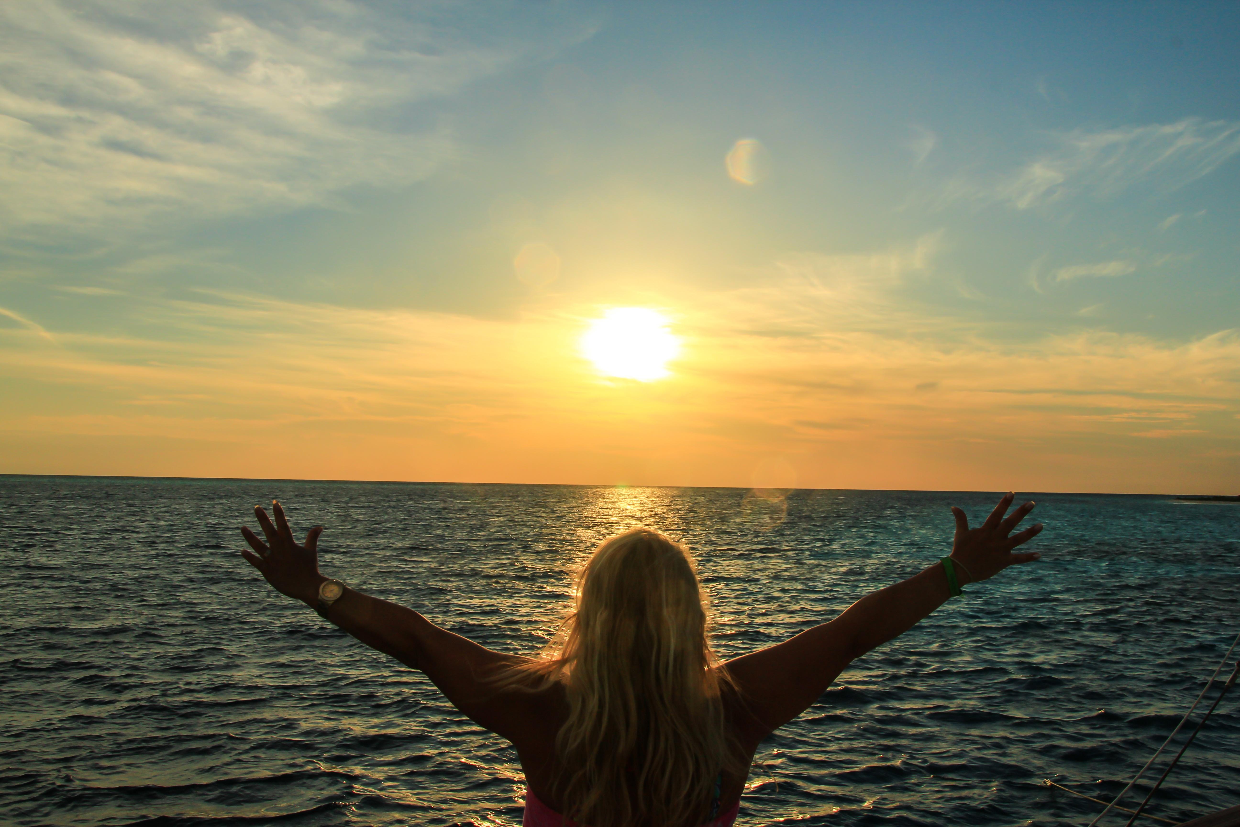 лучшим решением картинки люди встречают морской рассвет карманные часы молния