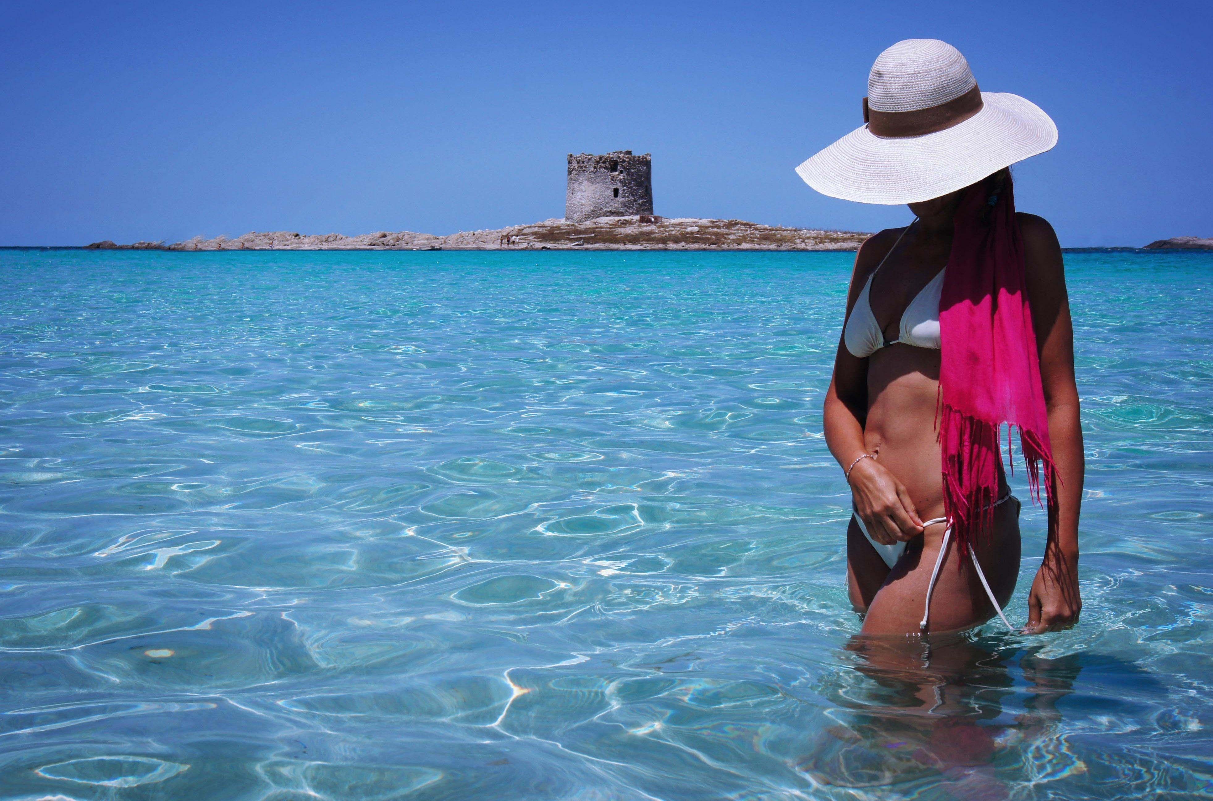 Русские девушки отдыхают на берегу — img 3