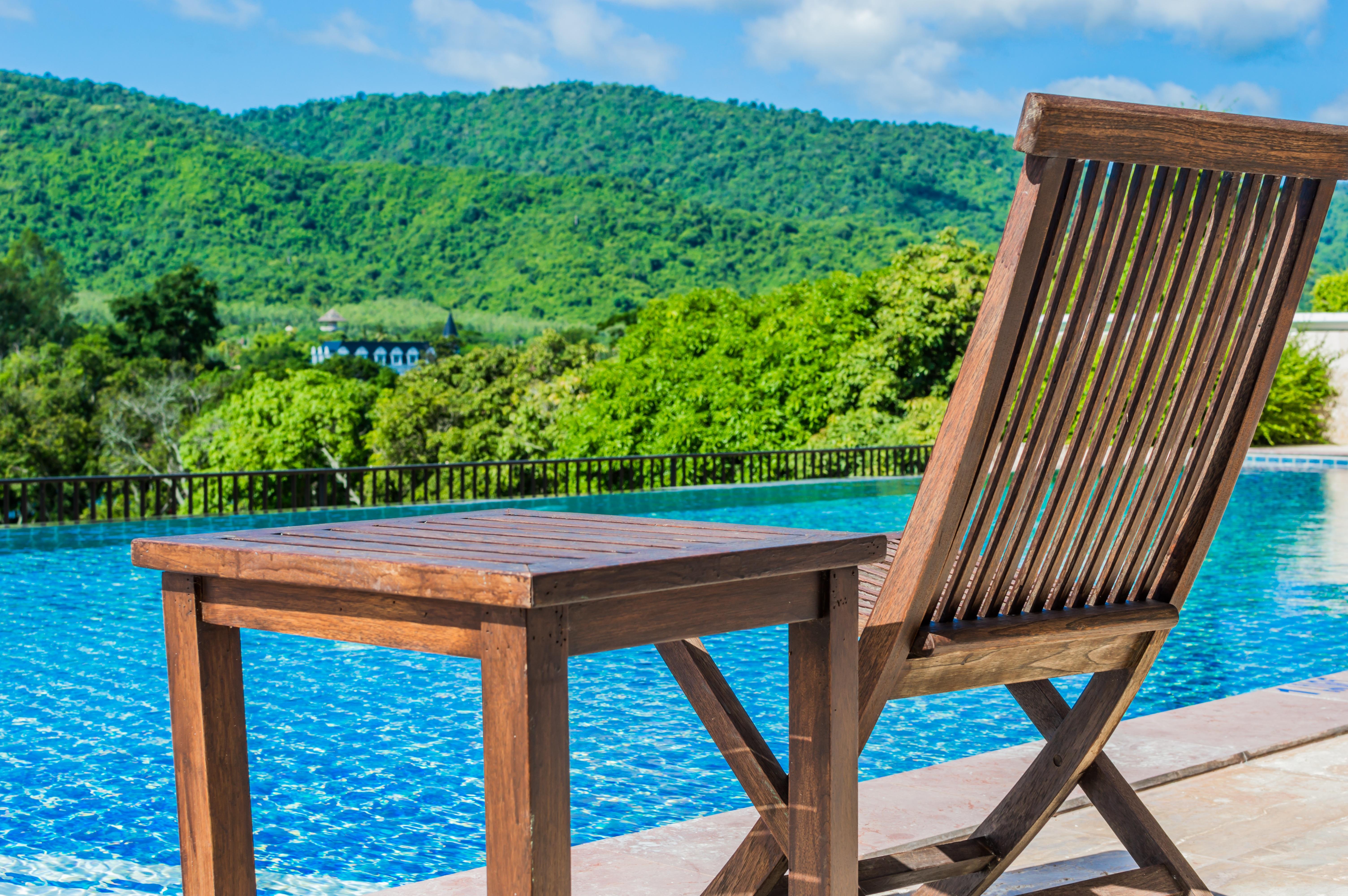 Kostenlose Foto : Strand, Wasser, Holz, Weiß, Villa, Sessel, Alt, Land,  Veranda, Ferien, Entspannen Sie Sich, Pool, Still, Hütte, Farbe, Eigentum,  Möbel, ...
