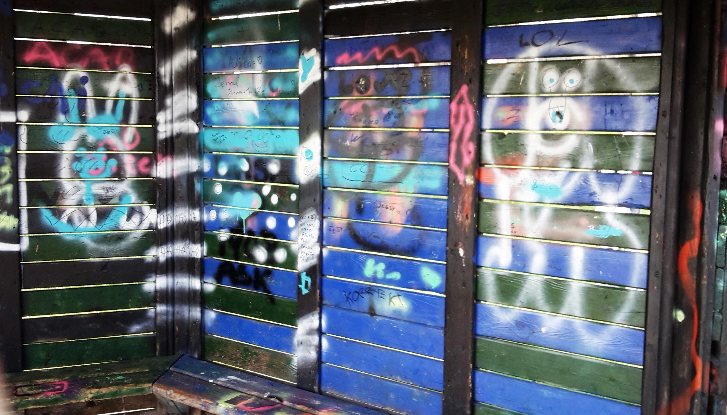 Glasfassade bunt  Kostenlose foto : Bank, Glas, sprühen, Farbe, Maschine, bunt ...