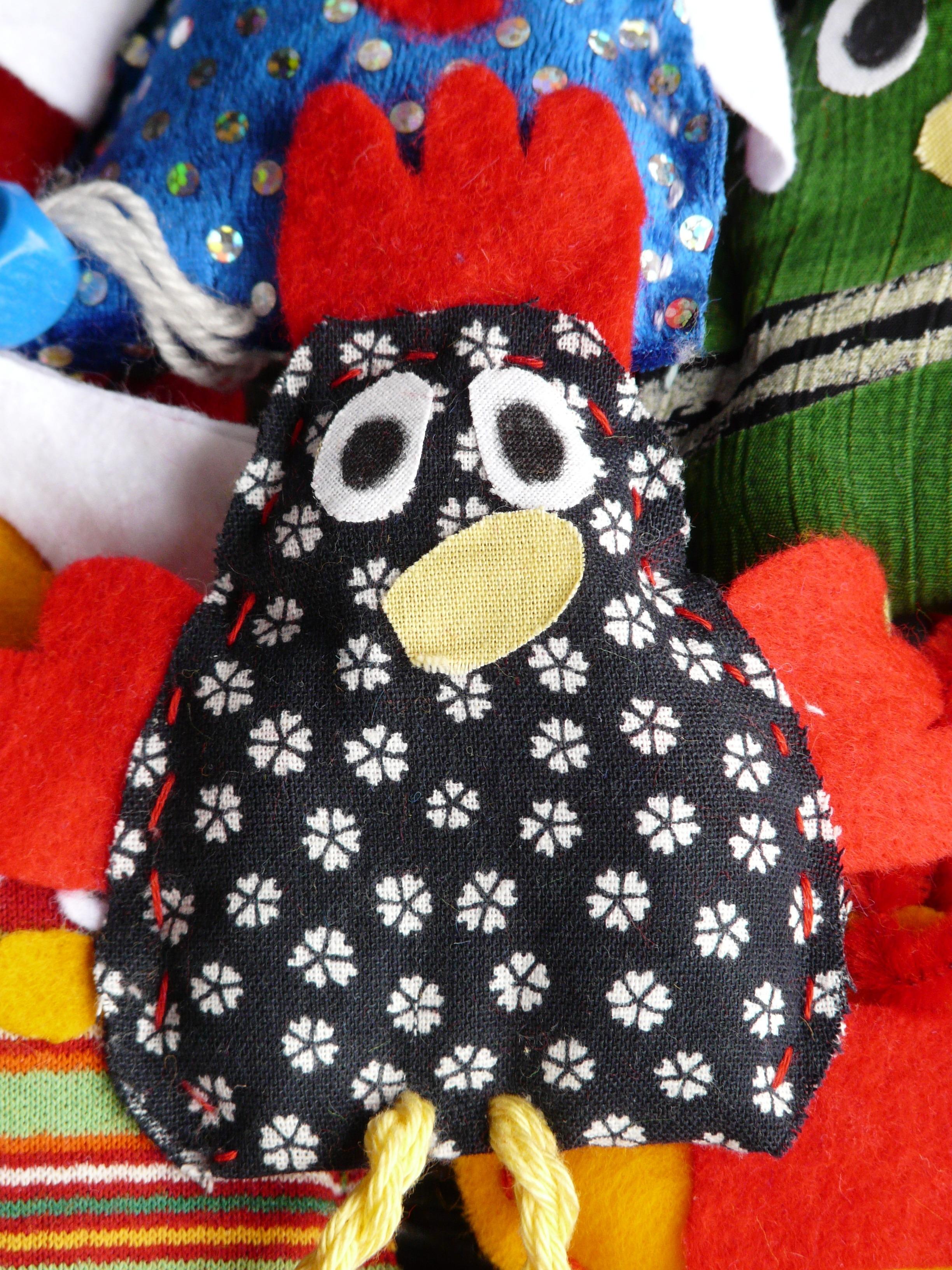 Fotos gratis : pájaro, patrón, color, vistoso, juguete, pollo, tela ...