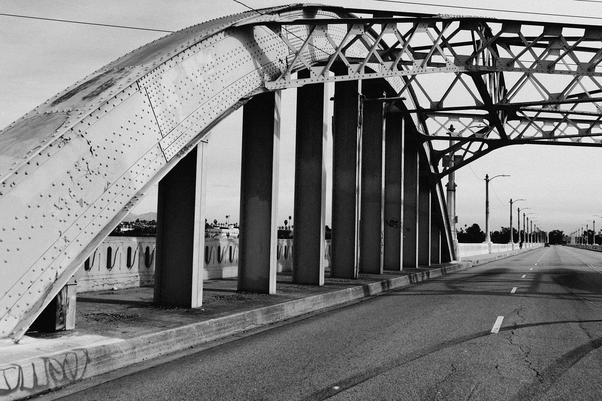 Free images black and white architecture road bridge for Architecture noir et blanc