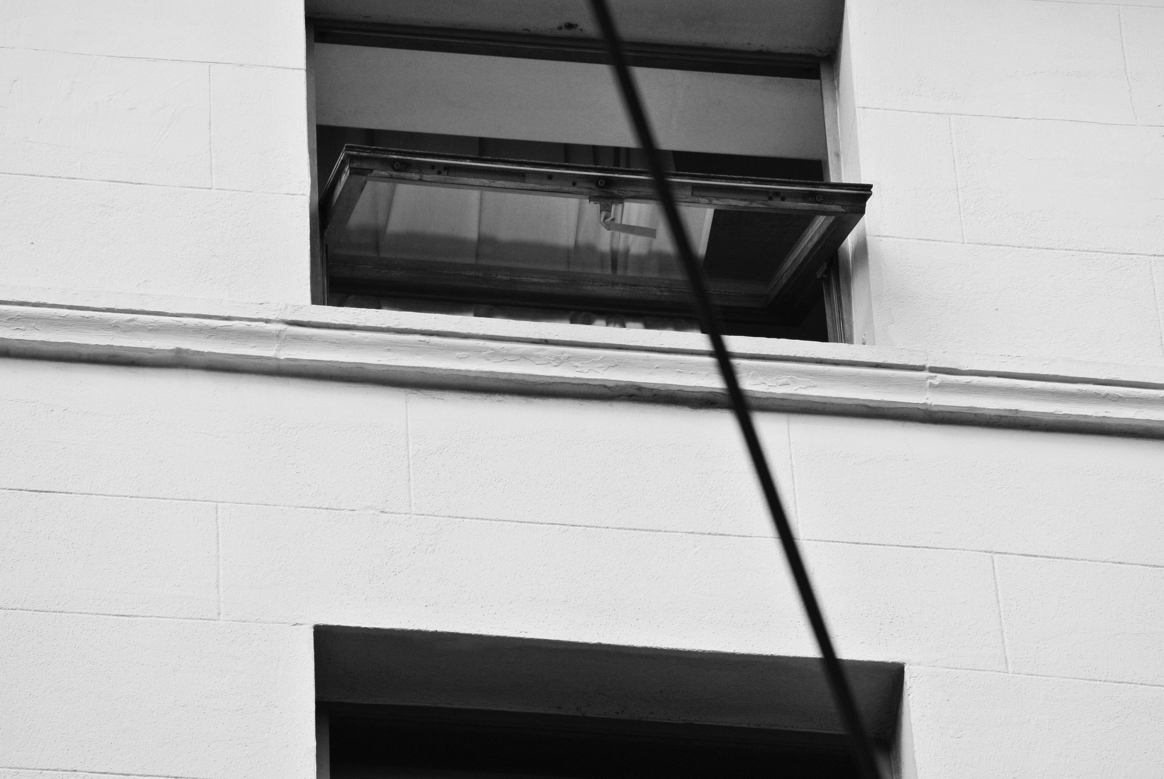 en blanco y negro blanco casa piso ventana pared lnea fachada azulejo negro mueble monocromo