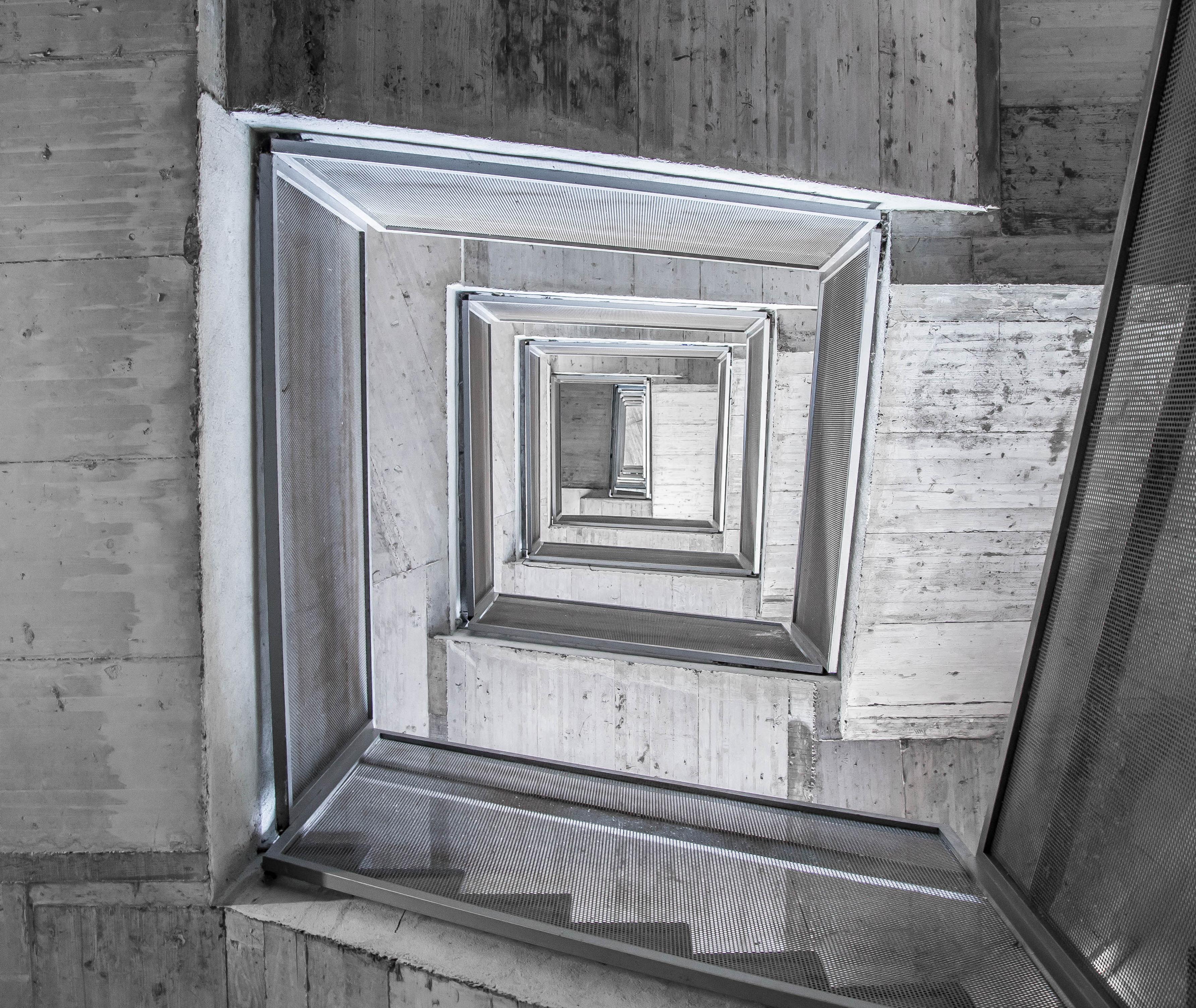 en blanco y negro madera blanco escalera casa ventana casa pared pasos negro escalera monocromo