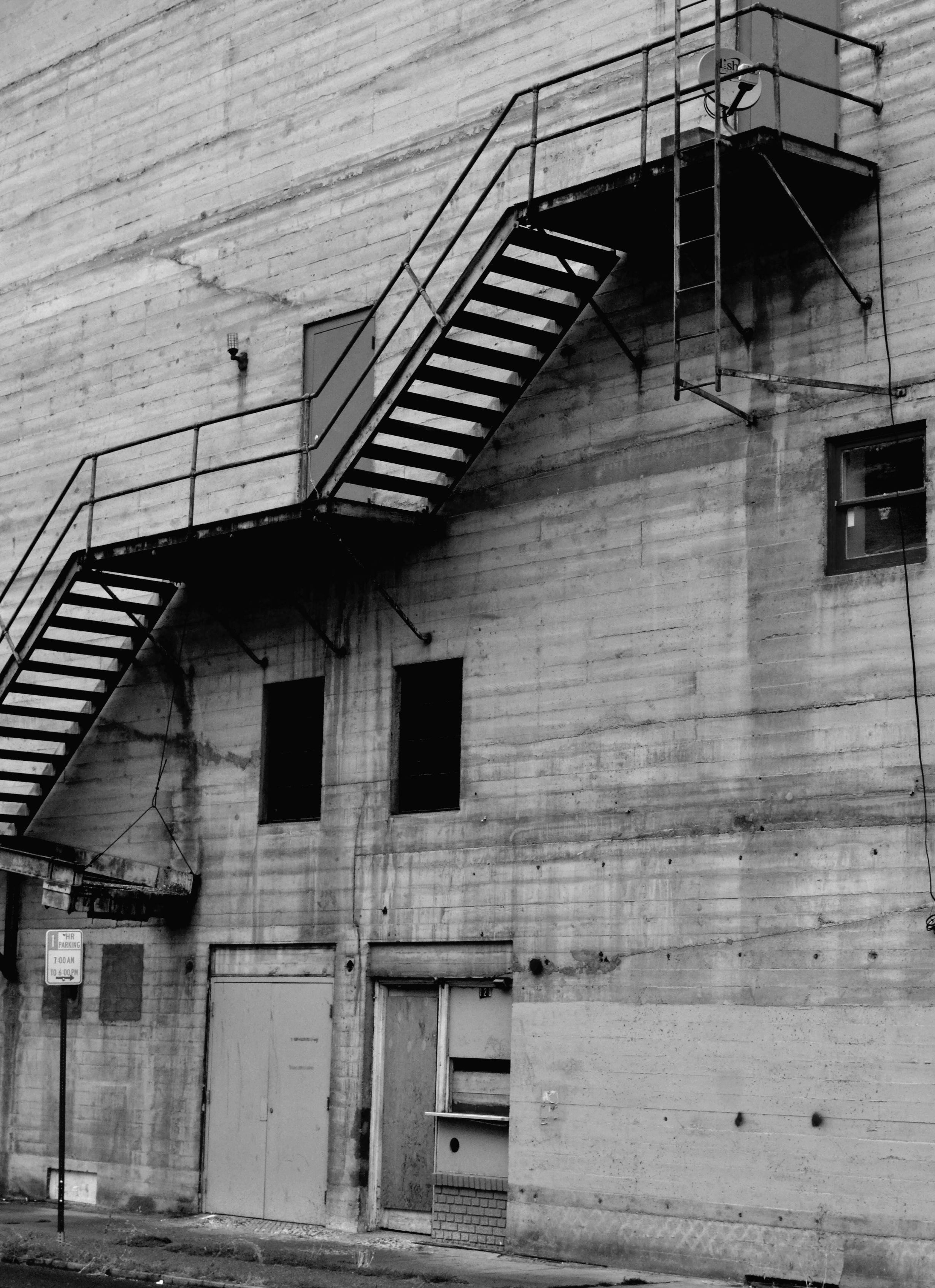 kostenlose foto schwarz und wei die architektur holz wei stra e treppe haus geb ude. Black Bedroom Furniture Sets. Home Design Ideas