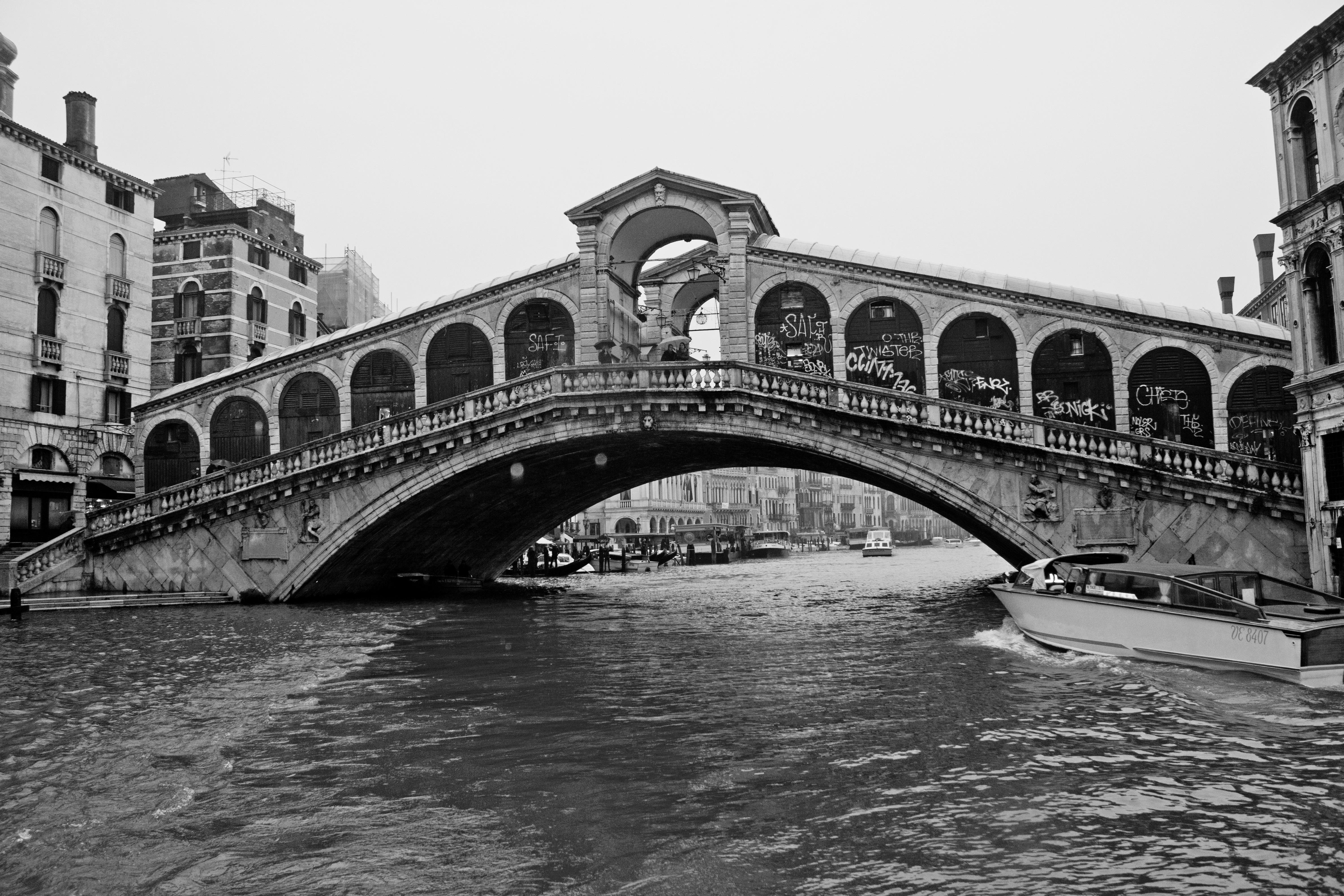почитателей интересует фотографии мостов черно белые высокого разрешения отличие предыдущих