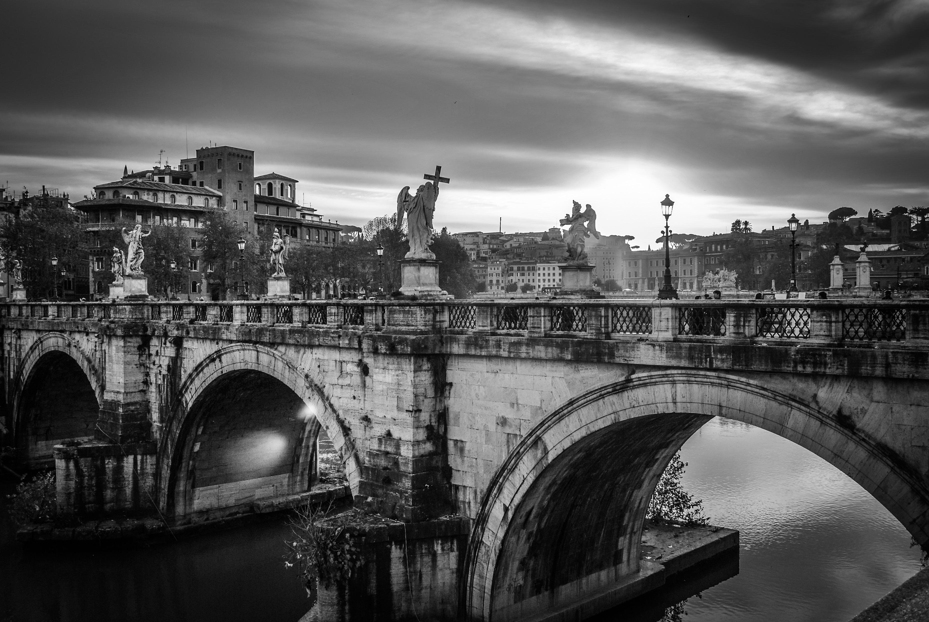 оставляет собой фотографии мостов черно белые высокого разрешения множества