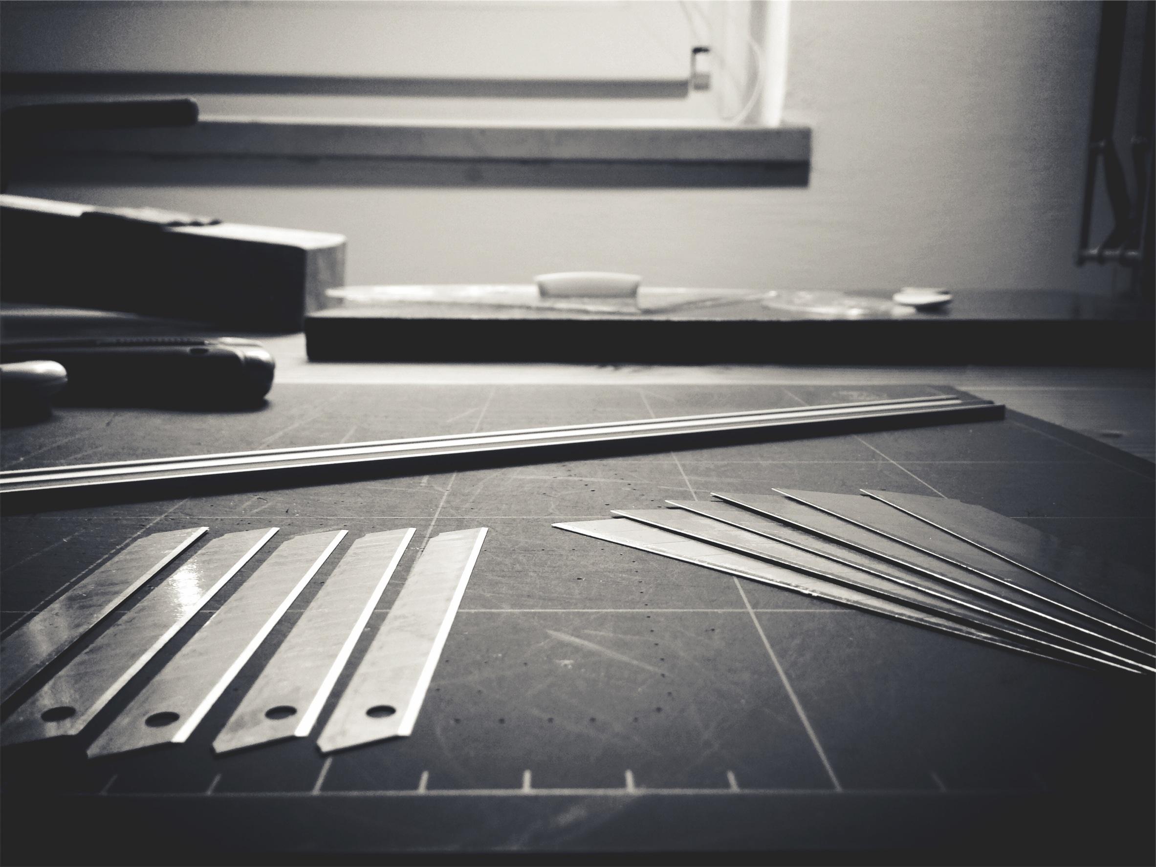 Fußbodenbelag Werkstatt ~ Kostenlose foto : schwarz und weiß stock werkstatt stoßstange