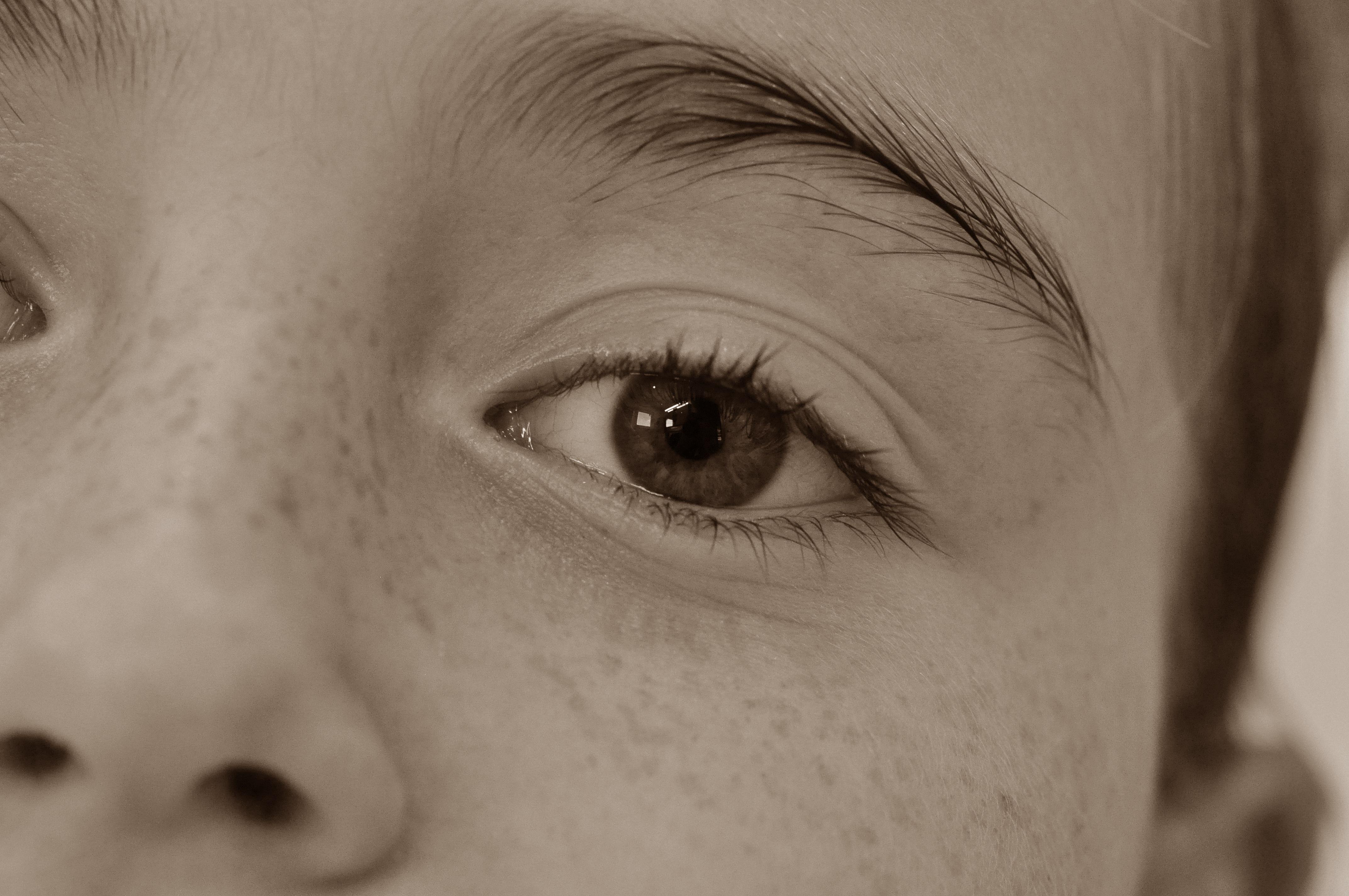 Prosti črno-belo, punca, fotografija-5057