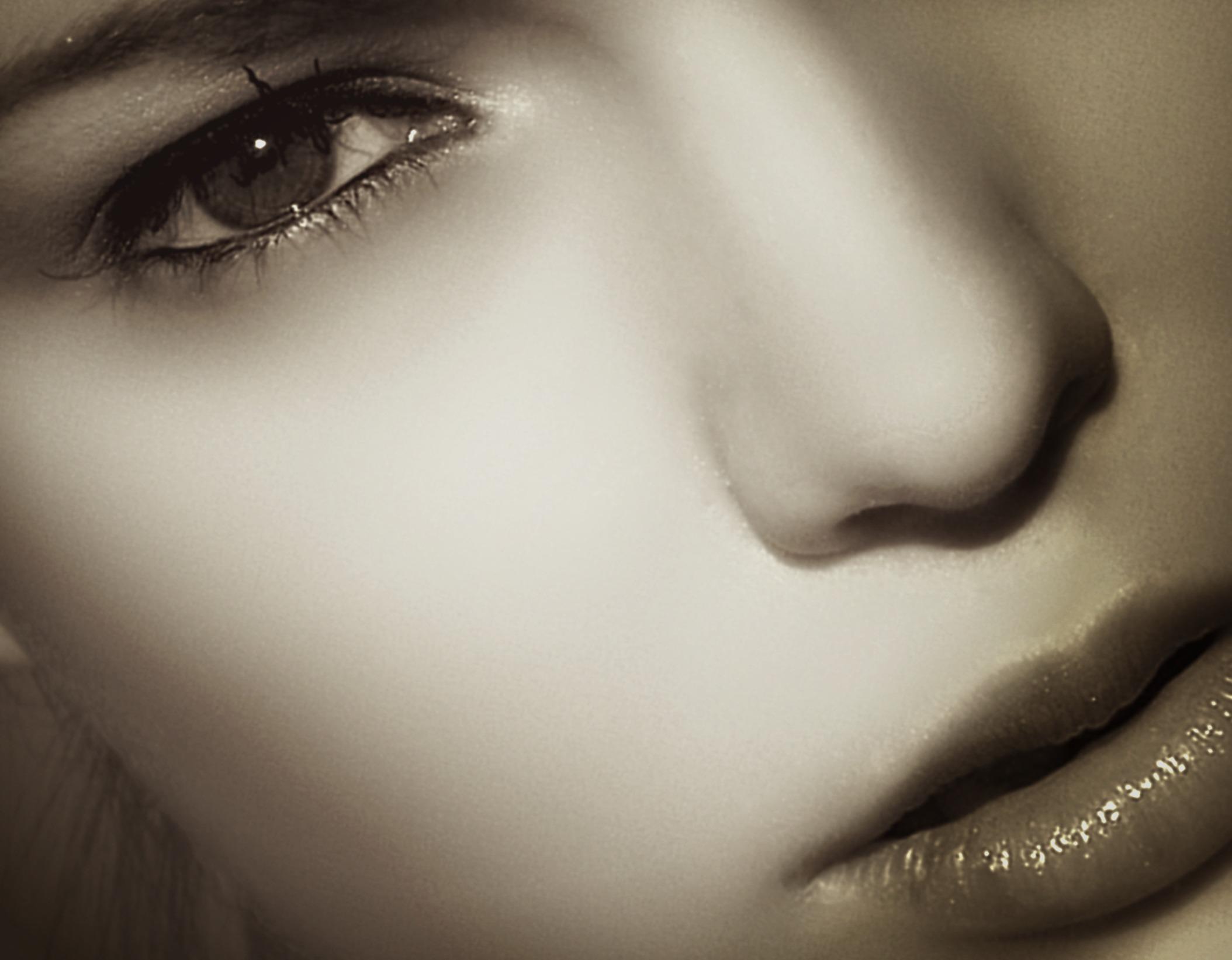 Gambar Hitam Dan Putih Gadis Wanita Model Telinga Satu Warna
