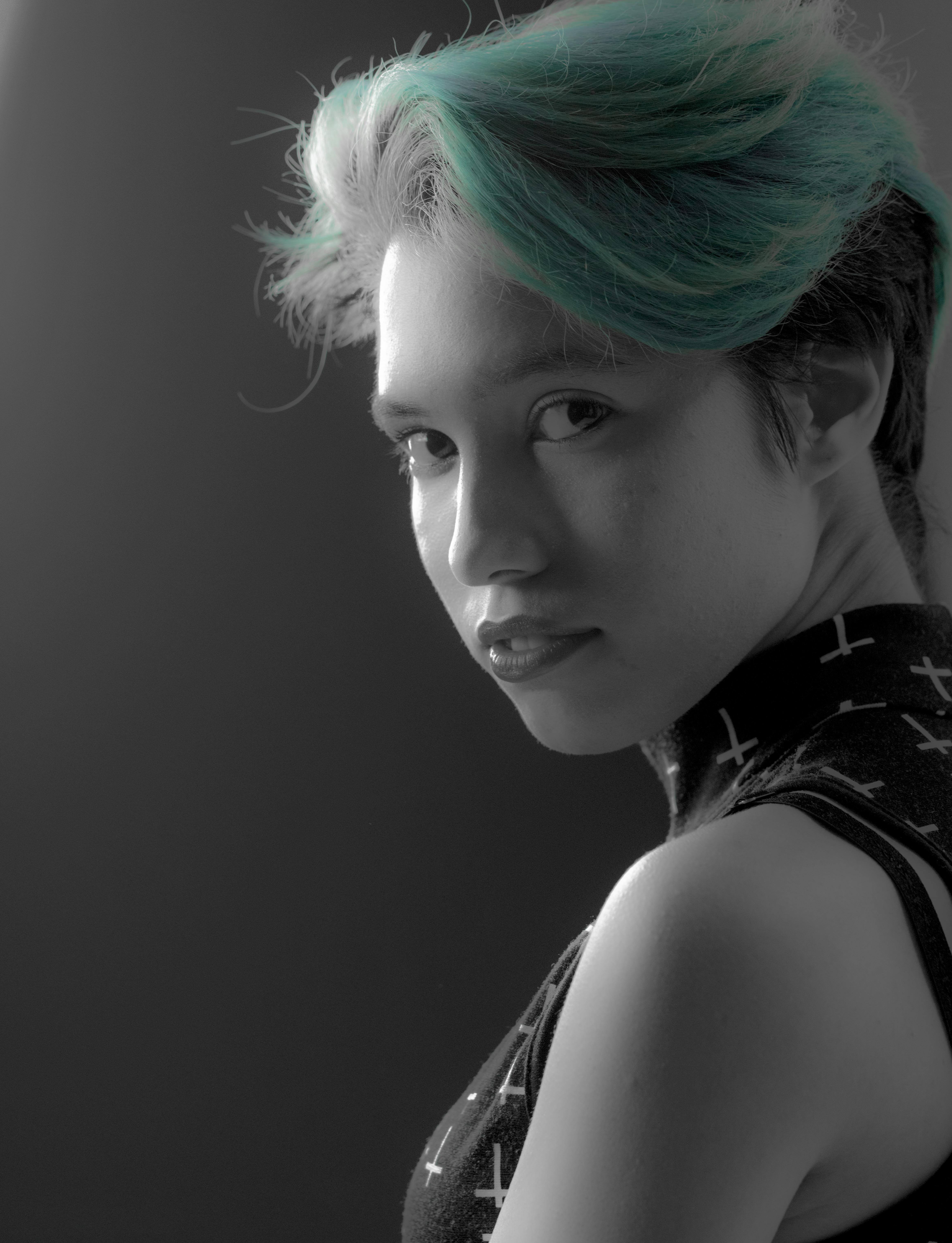 Fotoğraf Siyah Ve Beyaz Portre Model Tek Renkli Bayan Saç