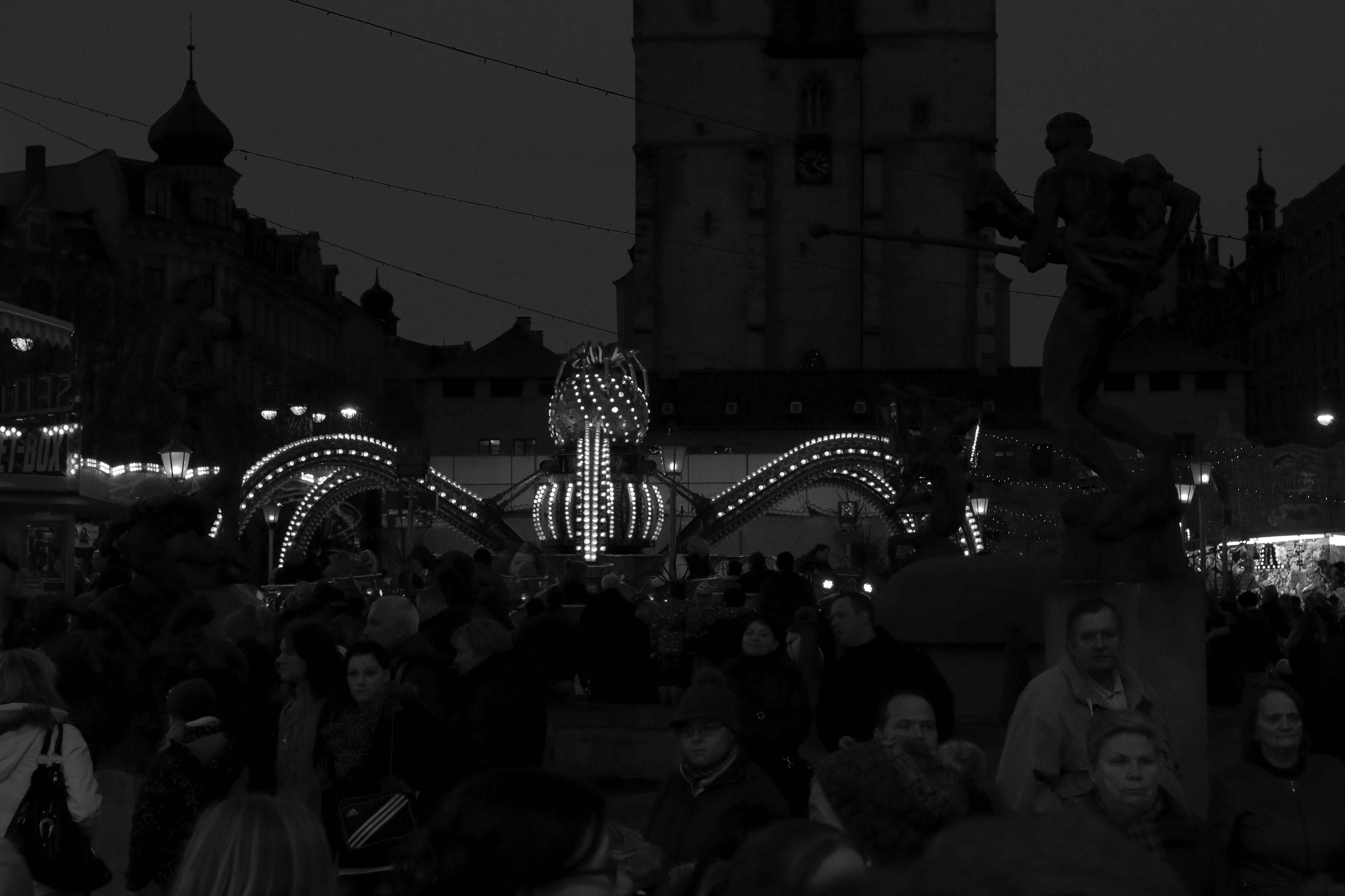 Bilder Weihnachten Kostenlos Schwarz Weiß.Kostenlose Foto Schwarz Und Weiß Nacht Menge Abend Dunkelheit