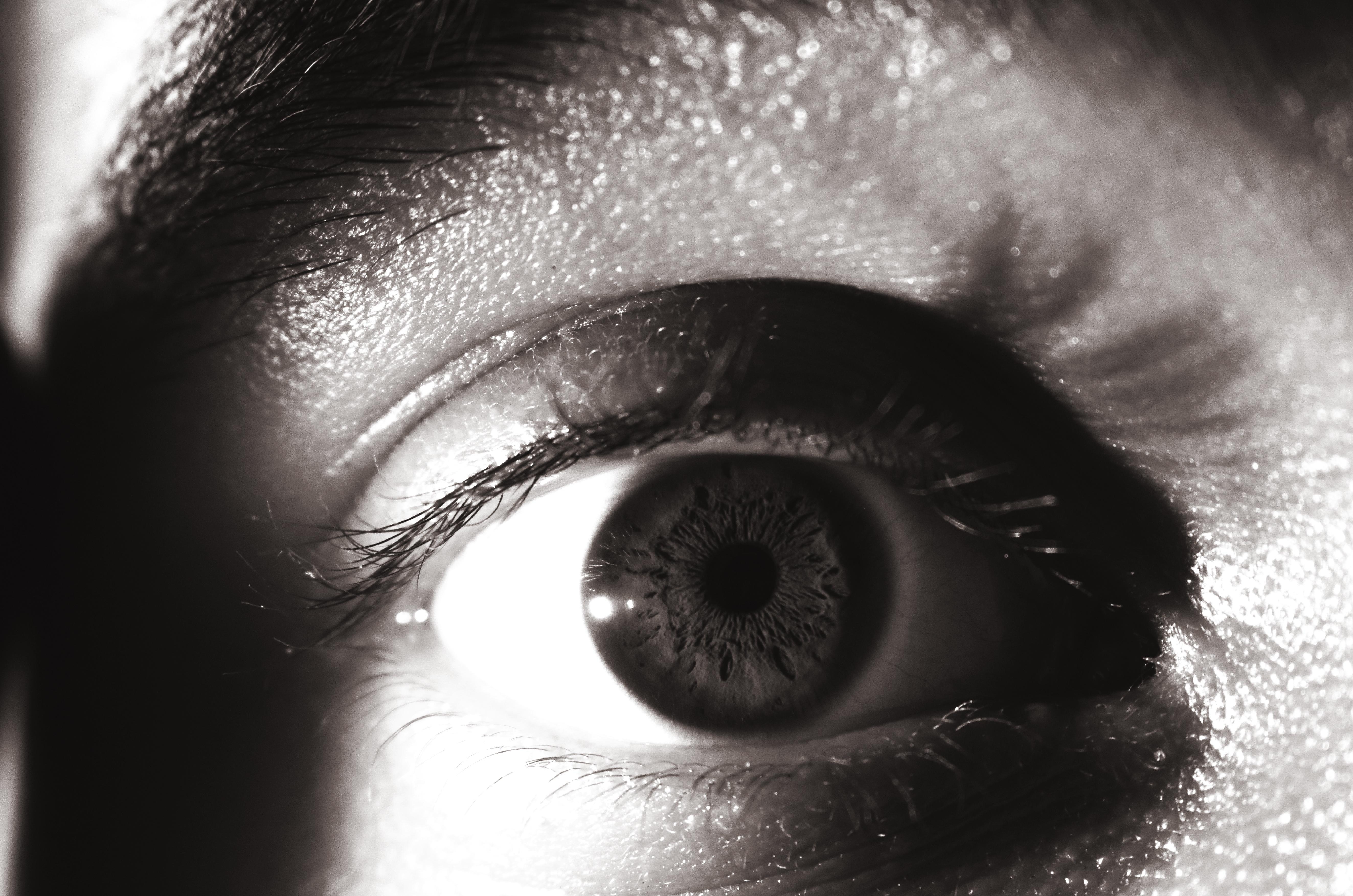 Черные люди с белыми глазами картинки