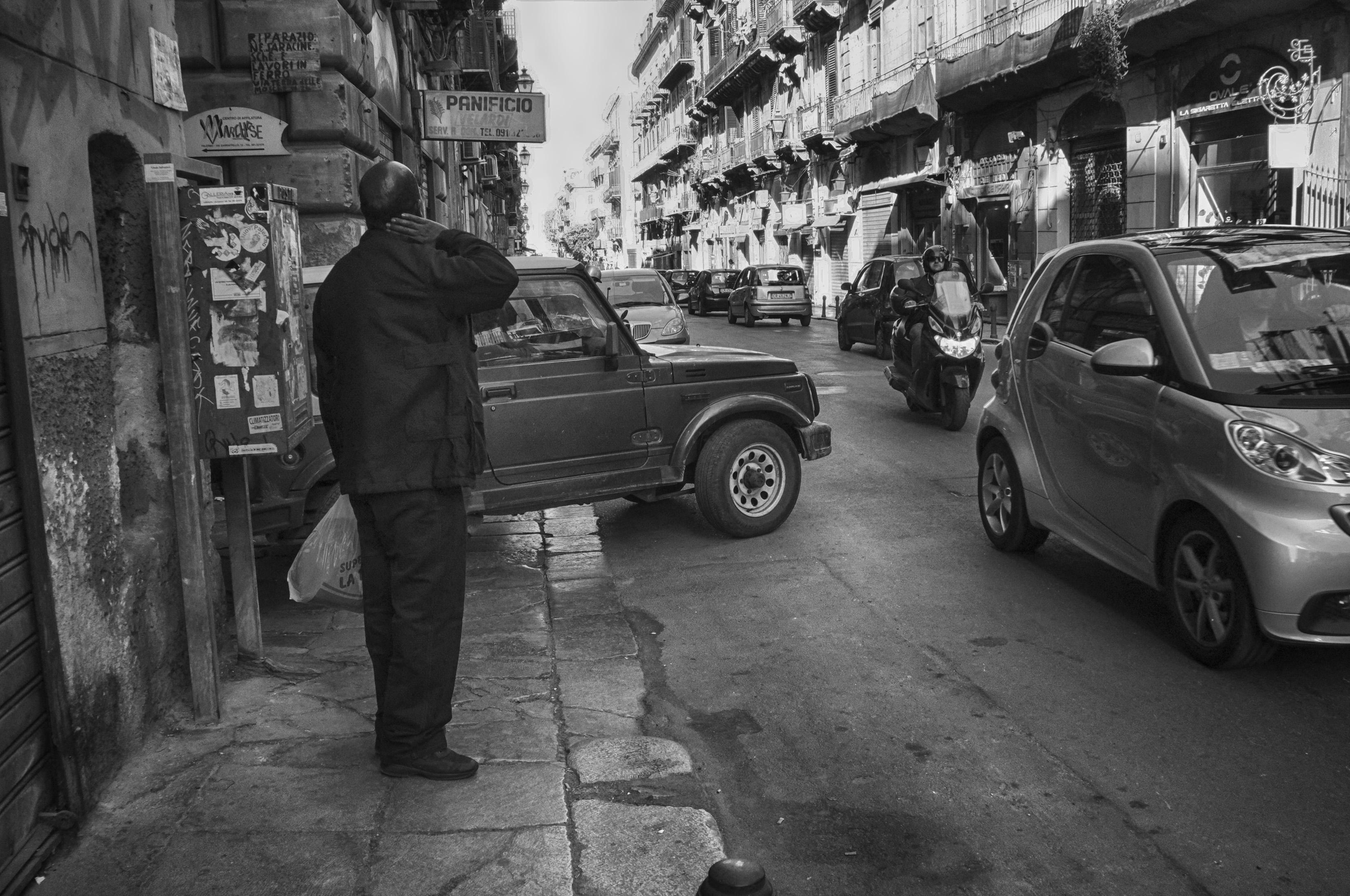 Gambar : hitam dan putih, jalan, mobil, kendaraan, Italia, satu ...