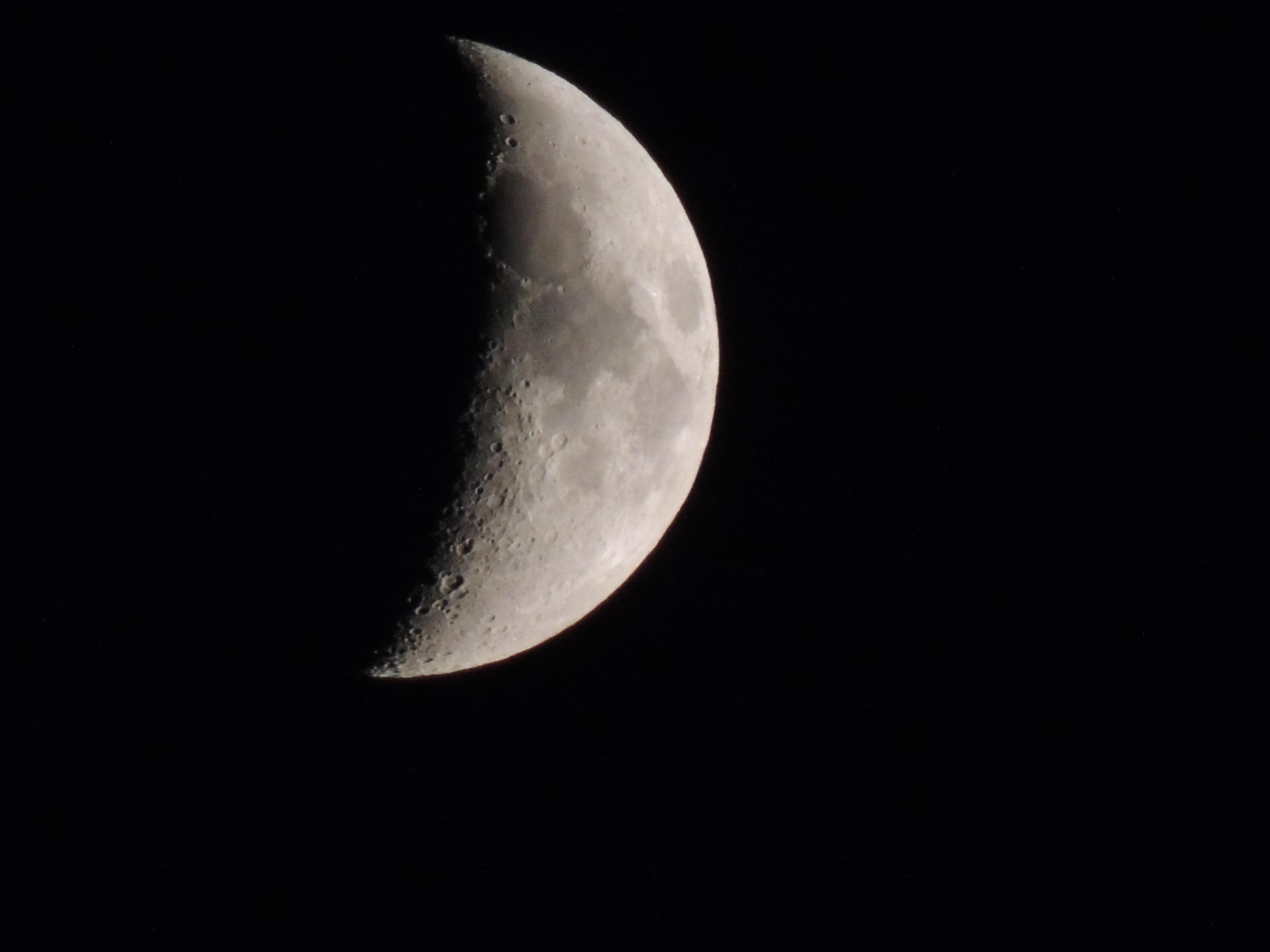 Gambar Hitam Dan Putih Suasana Langit Malam Bulan Sabit Objek