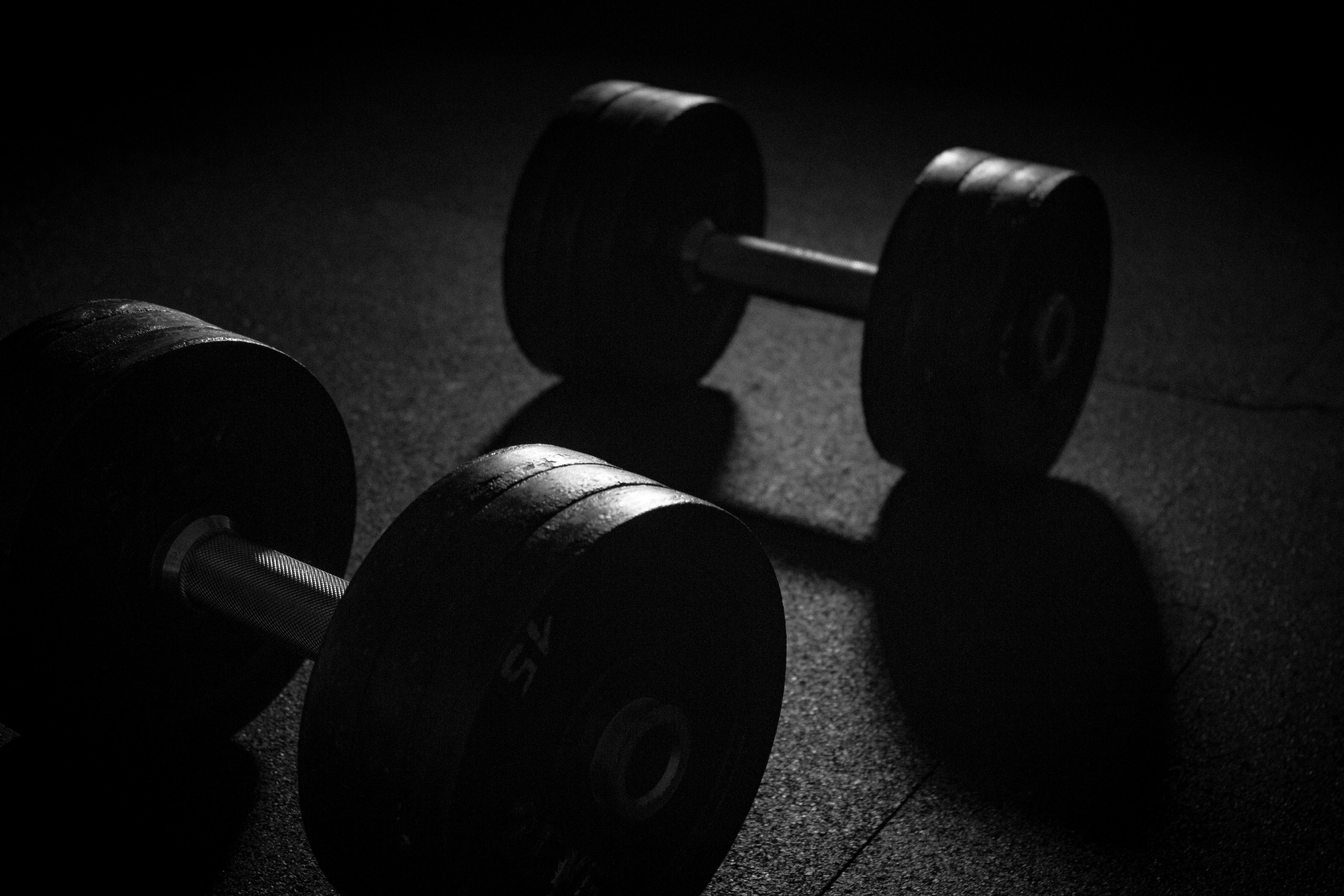 Fitnessstudio wallpaper  Fotoğraf : siyah ve beyaz, spor, tekerlek, tren, karanlık, Eğitim ...