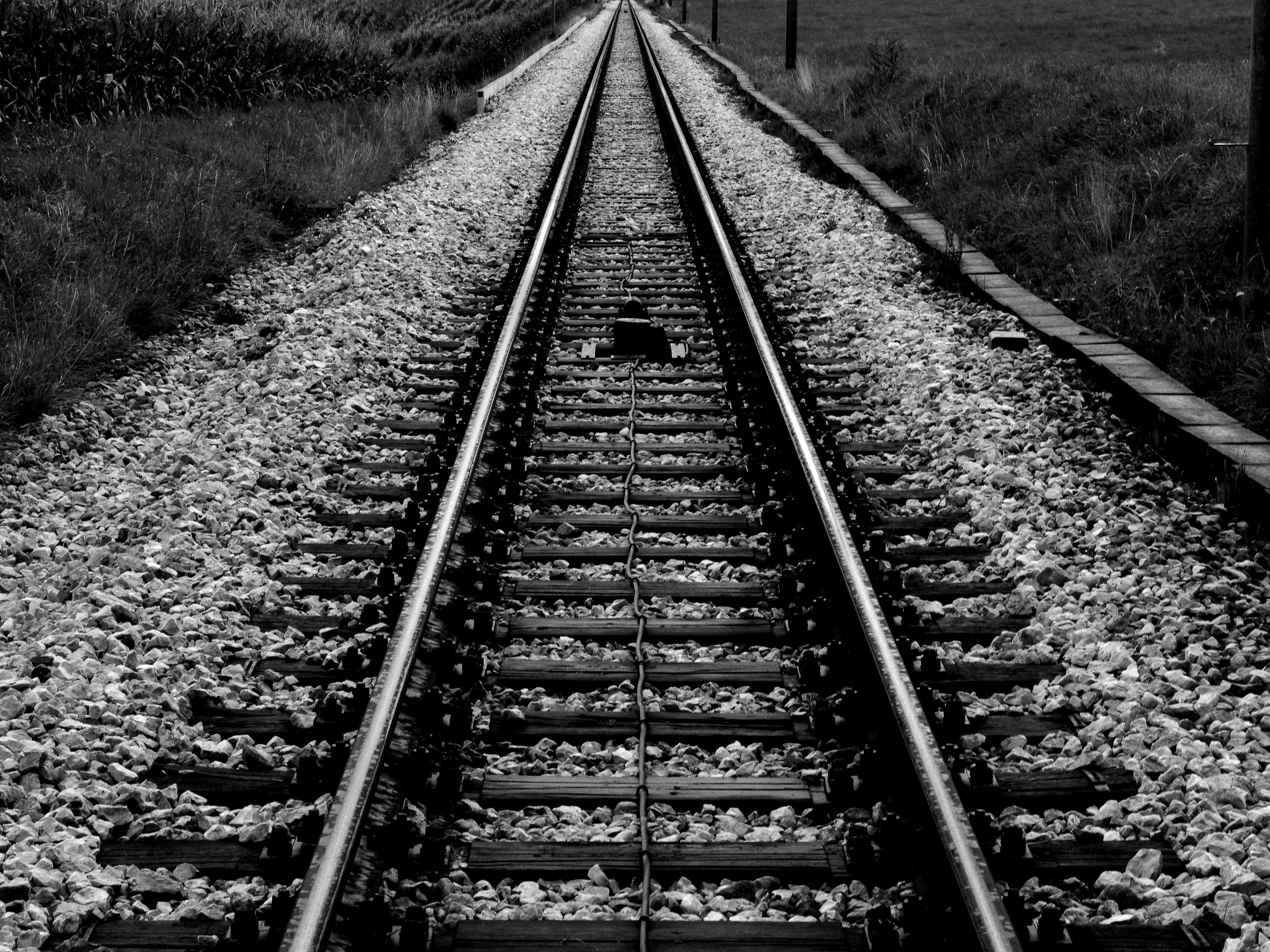 Gambar Hitam Dan Putih Kereta Api Jalan Kereta Api Perspektif Melatih Perjalanan Angkutan Mengangkut Garis Satu Warna Trek Infrastruktur Rel Simetri Jalur Kereta Api Transportasi Kereta Api Titik Hilang Fotografi Monokrom