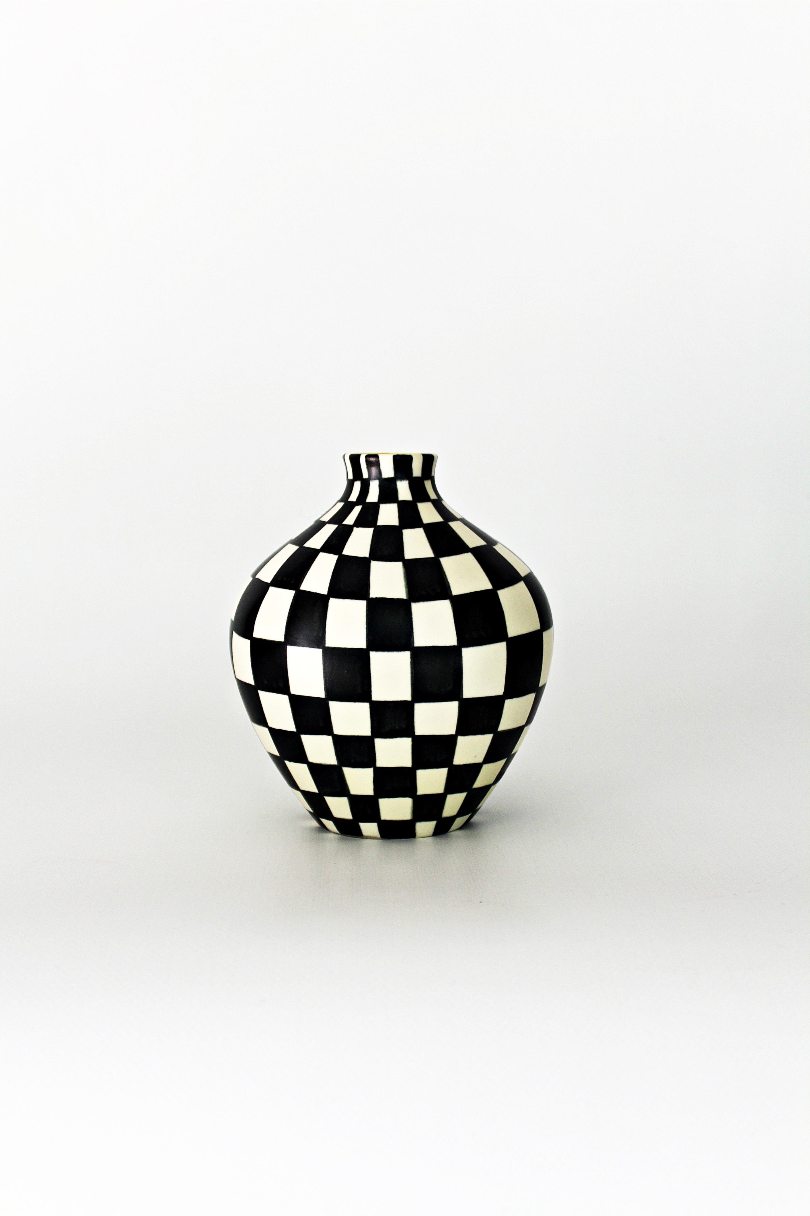 Images gratuites noir et blanc vase mod le c ramique - Vase decoratif design ...