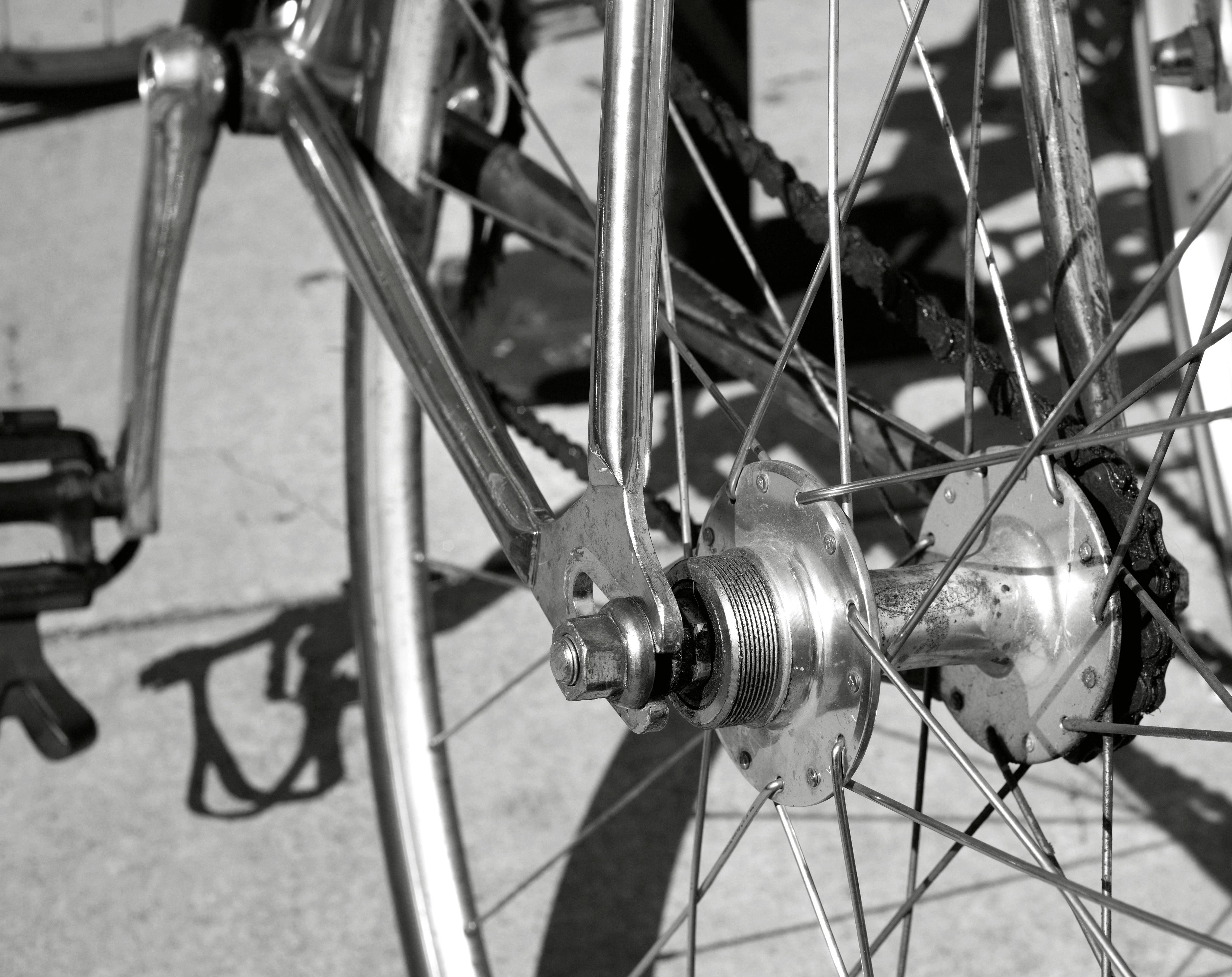 Fotos gratis : en blanco y negro, rueda, vehículo, mástil, monocromo ...