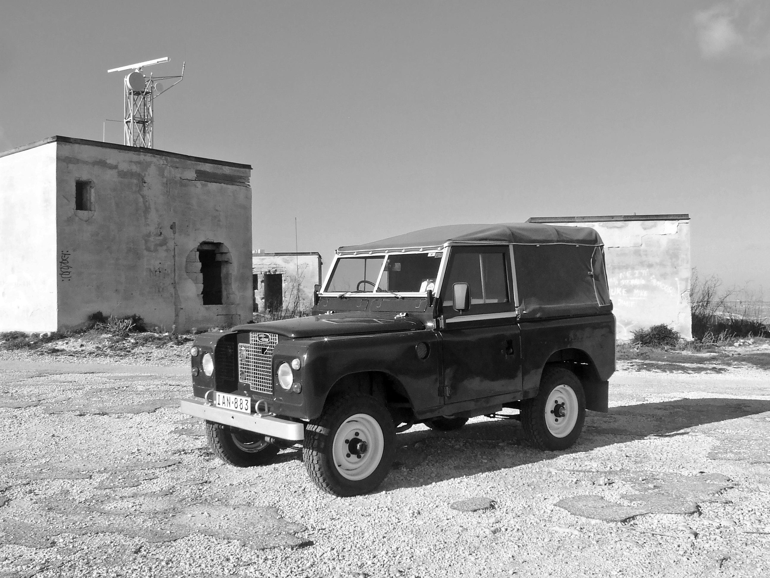 80+ Gambar Mobil Hitam Putih Terlihat Keren