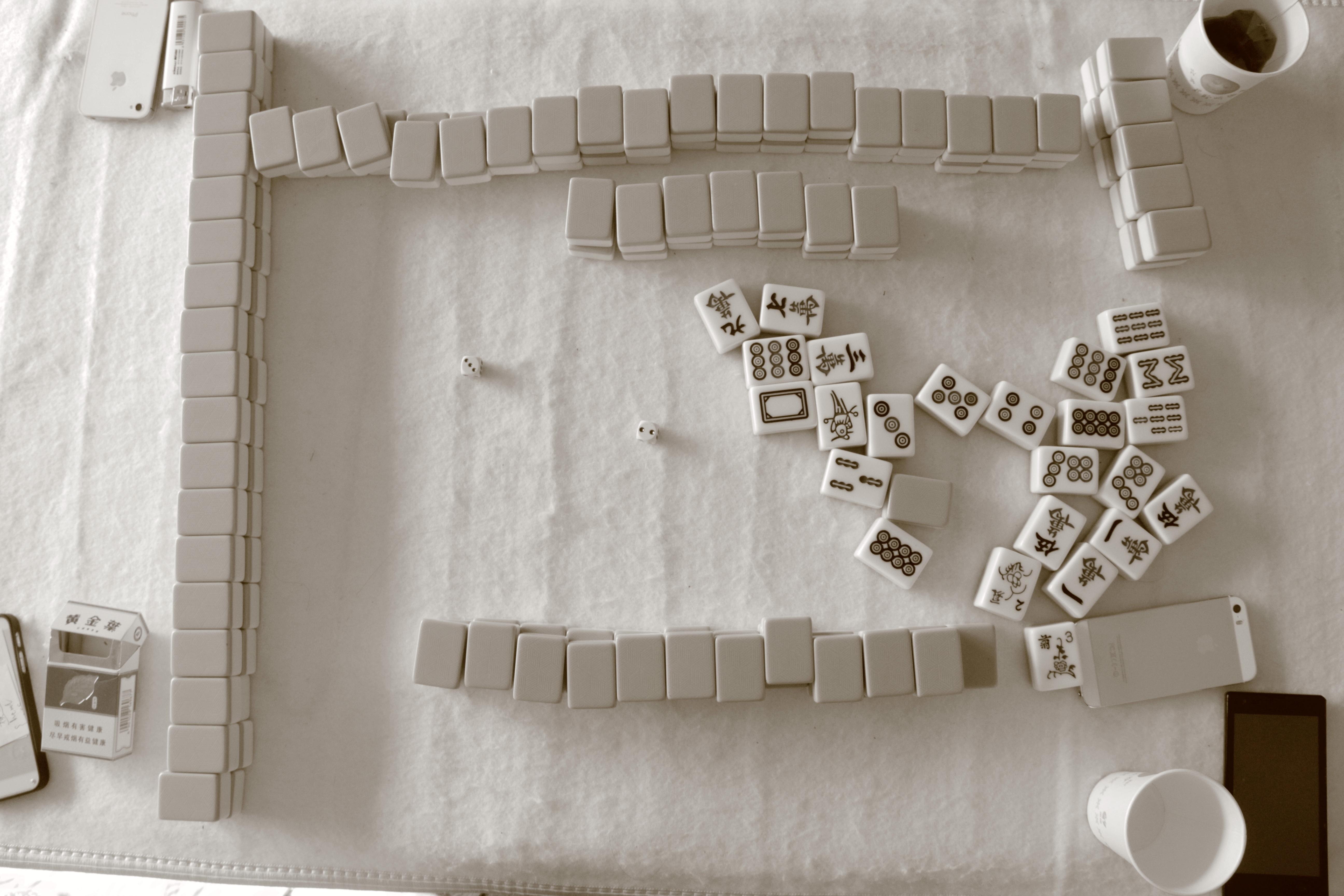en blanco y negro blanco juego pared firmar mueble papel material diseo de interiores producto textil
