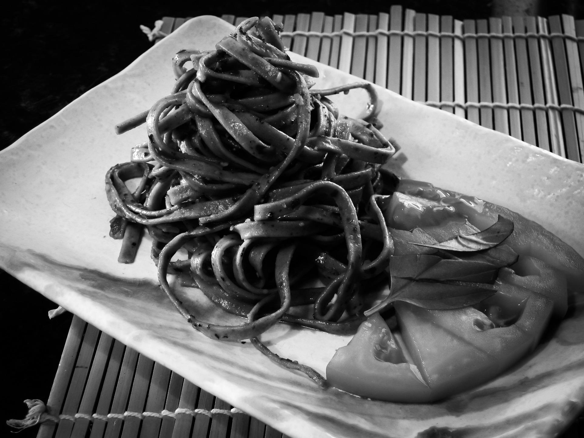 Gambar Hitam Dan Putih Satu Warna Masakan Pasta Pesto Tomat Patung Makan Malam Italia Fotografi Monokrom 1926x1444 1256965 Galeri Foto Pxhere