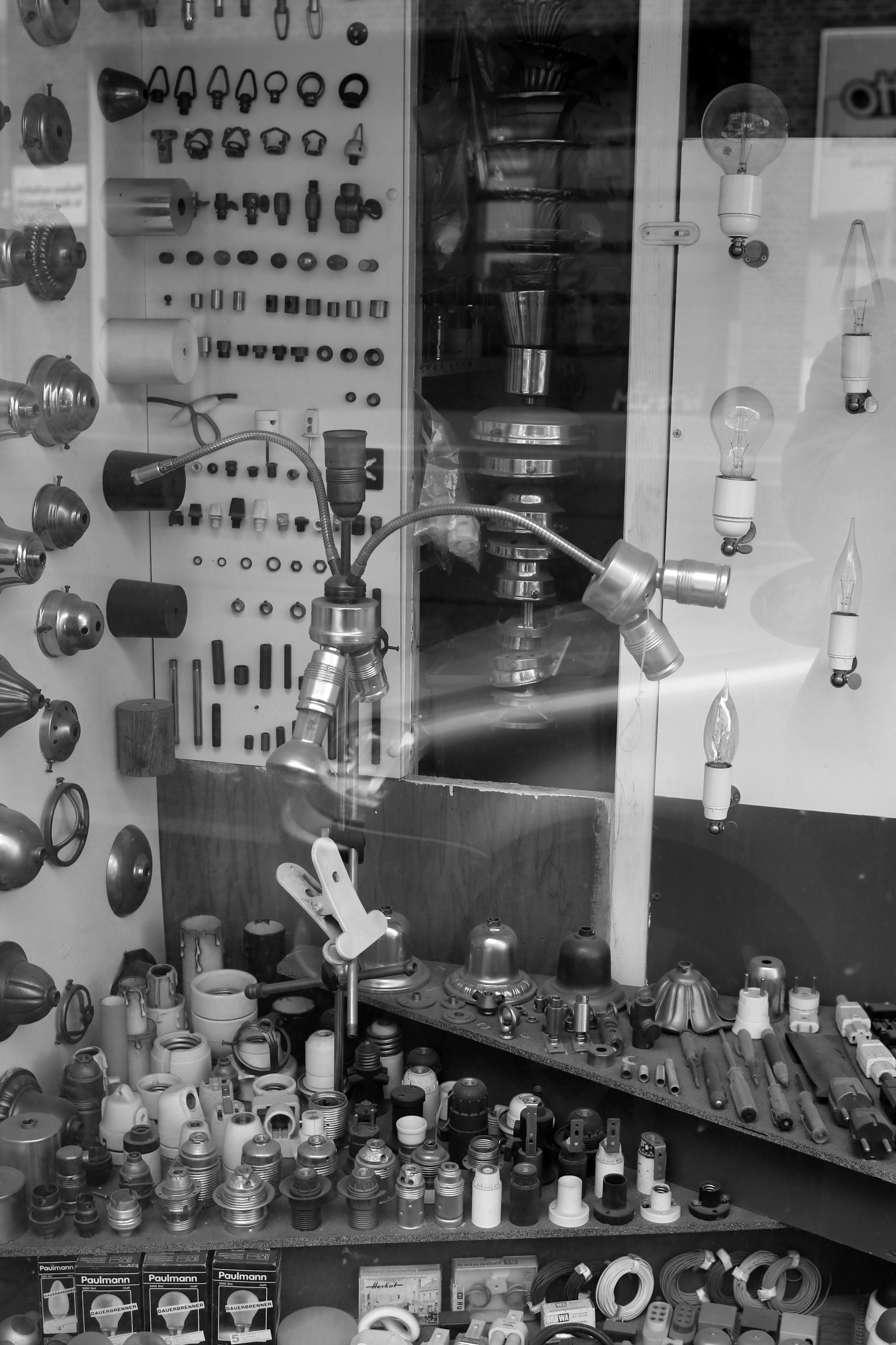 black-and-white-white-photography-bulb-lamp-black-monochrome-bw-blackandwhite-blackwhite-bulbs-photograph-lamps-germany-alemania-allemagne-sw-schwarzweiss-schwarzweis-image-frankfurtmain-frankfurtammain-frankfurtam-frankfurtamain-germania-frankfurt-schwarzweissfotografie-schwarzweisfotografie-electro-lampen-elektrik-elektro-glhbirnen-elektroartikel-elektrobauteile-elektrikbauteile-monochrome-photography-240896 Spannende Lampen Frankfurt Am Main Dekorationen
