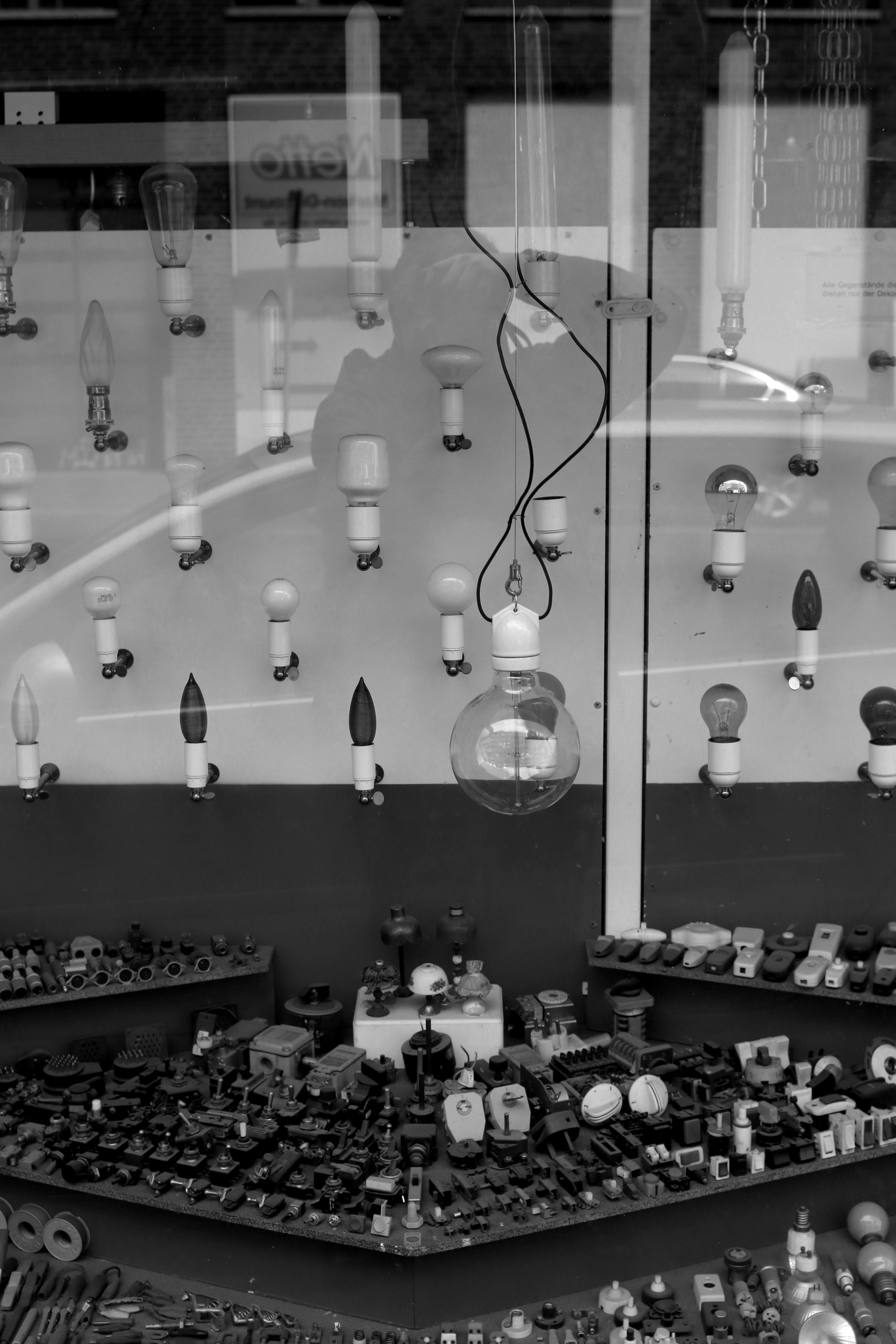 black-and-white-white-photography-bulb-lamp-black-monochrome-lighting-bw-blackandwhite-blackwhite-bulbs-lamps-germany-alemania-allemagne-sw-schwarzweiss-schwarzweis-image-shape-frankfurtmain-frankfurtammain-frankfurtam-frankfurtamain-germania-frankfurt-schwarzweissfotografie-schwarzweisfotografie-electro-lampen-elektrik-elektro-glhbirnen-elektroartikel-elektrobauteile-elektrikbauteile-monochrome-photography-240891 Spannende Lampen Frankfurt Am Main Dekorationen
