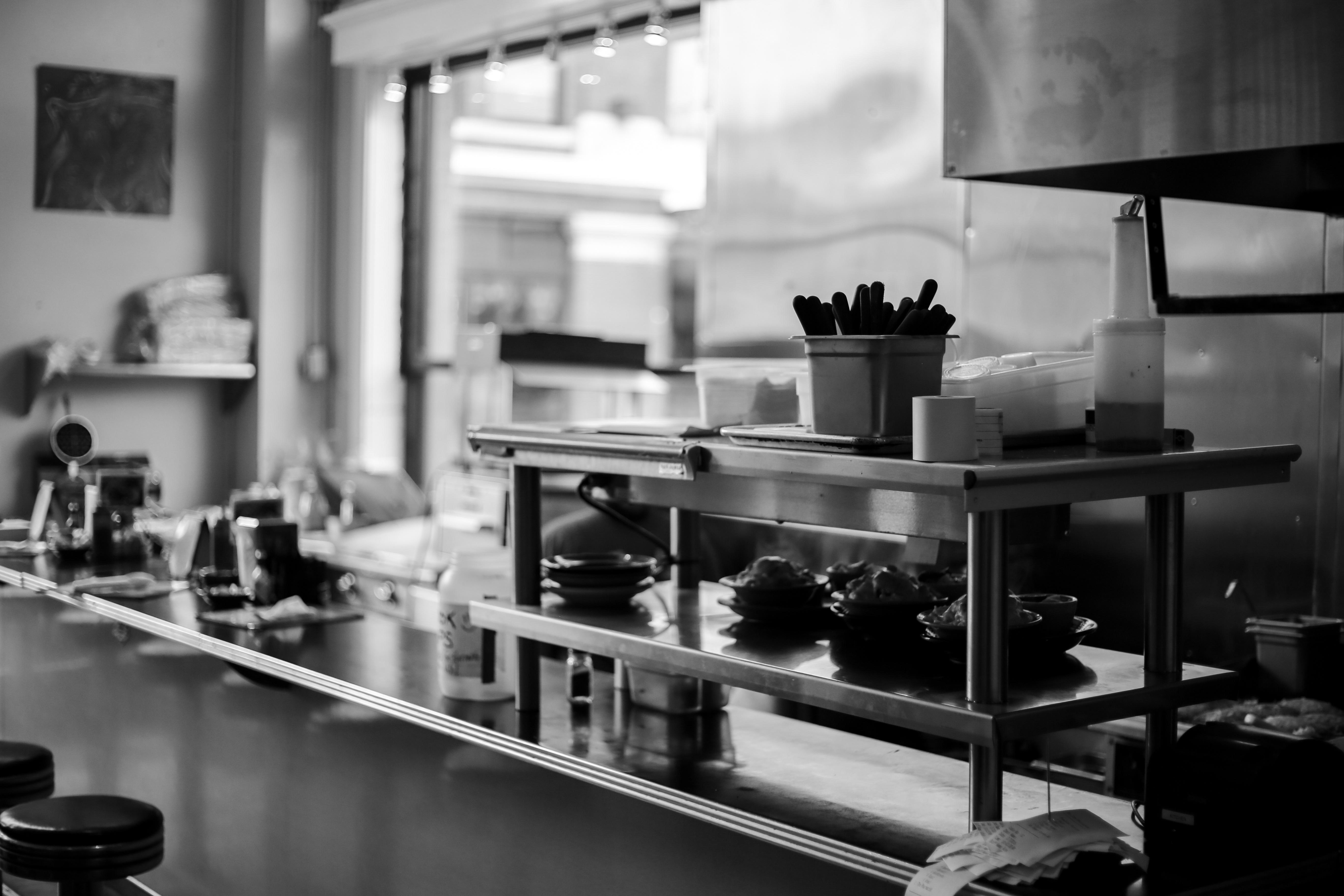 Fotos gratis en blanco y negro restaurante bar cocina habitaci n monocromo dise o de - Fotos en blanco ...