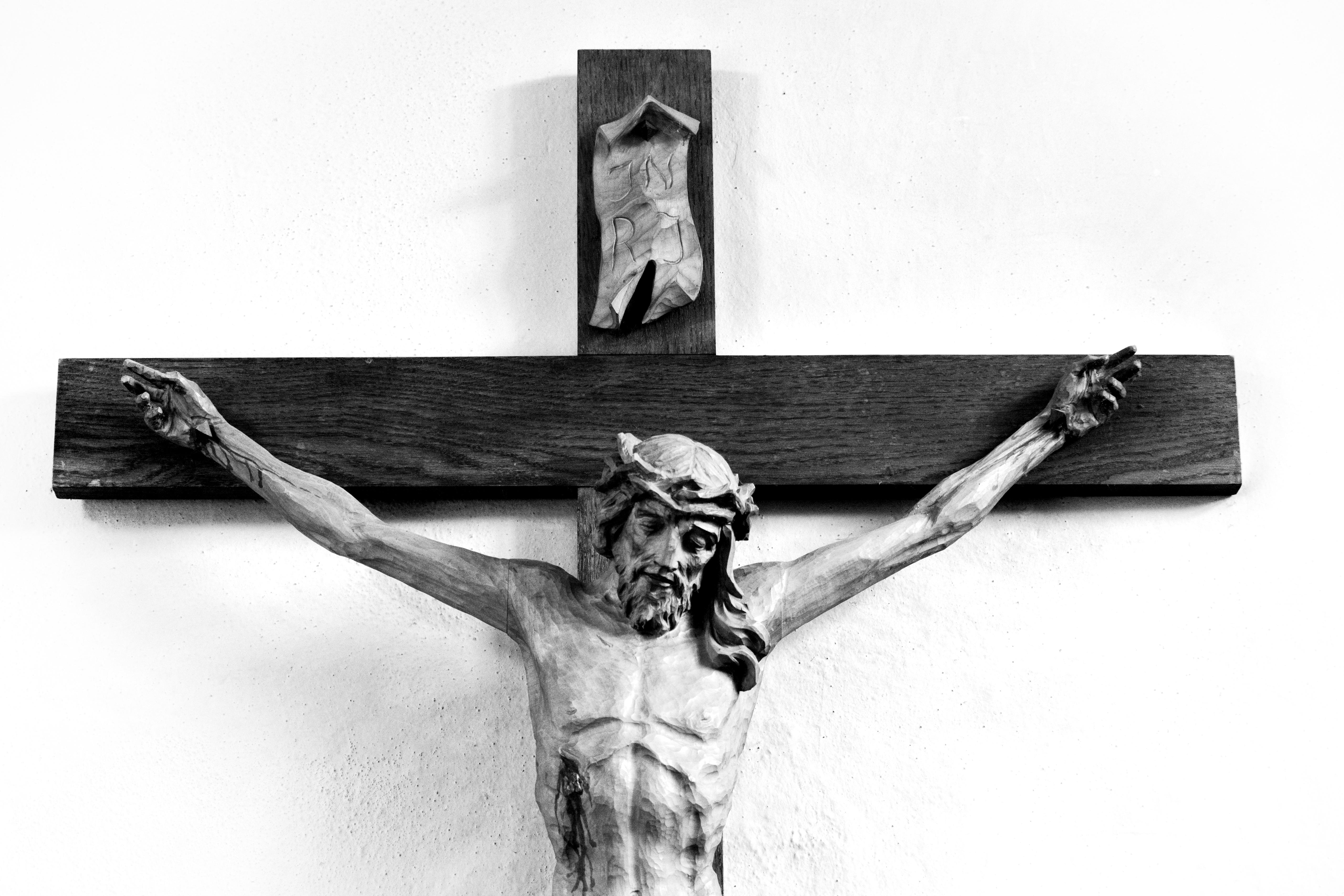 Gambar Hitam Dan Putih Simbol Gereja Menyeberang Satu