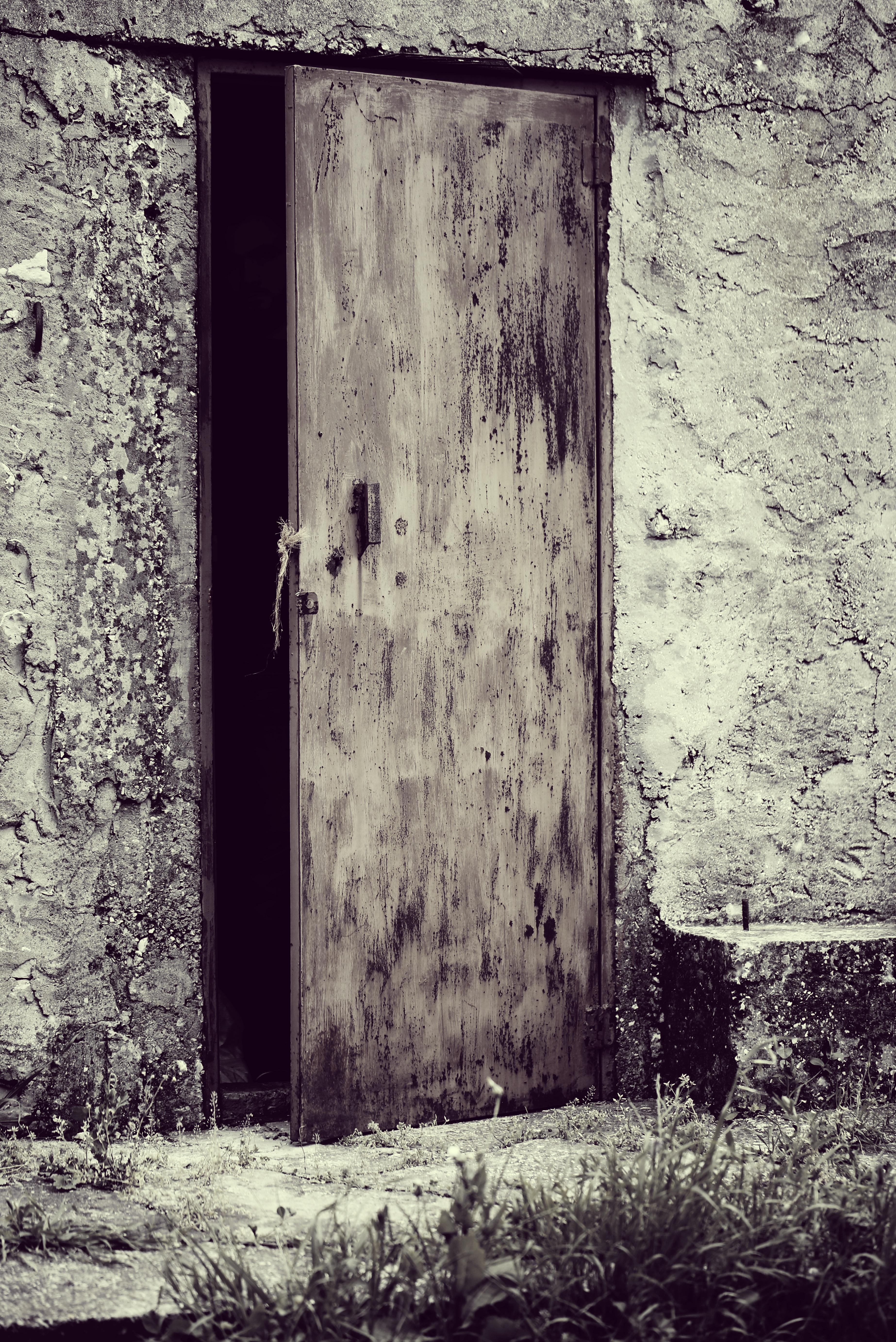 заброшенный дом и открытая дверь фото лучше возможности приезжать
