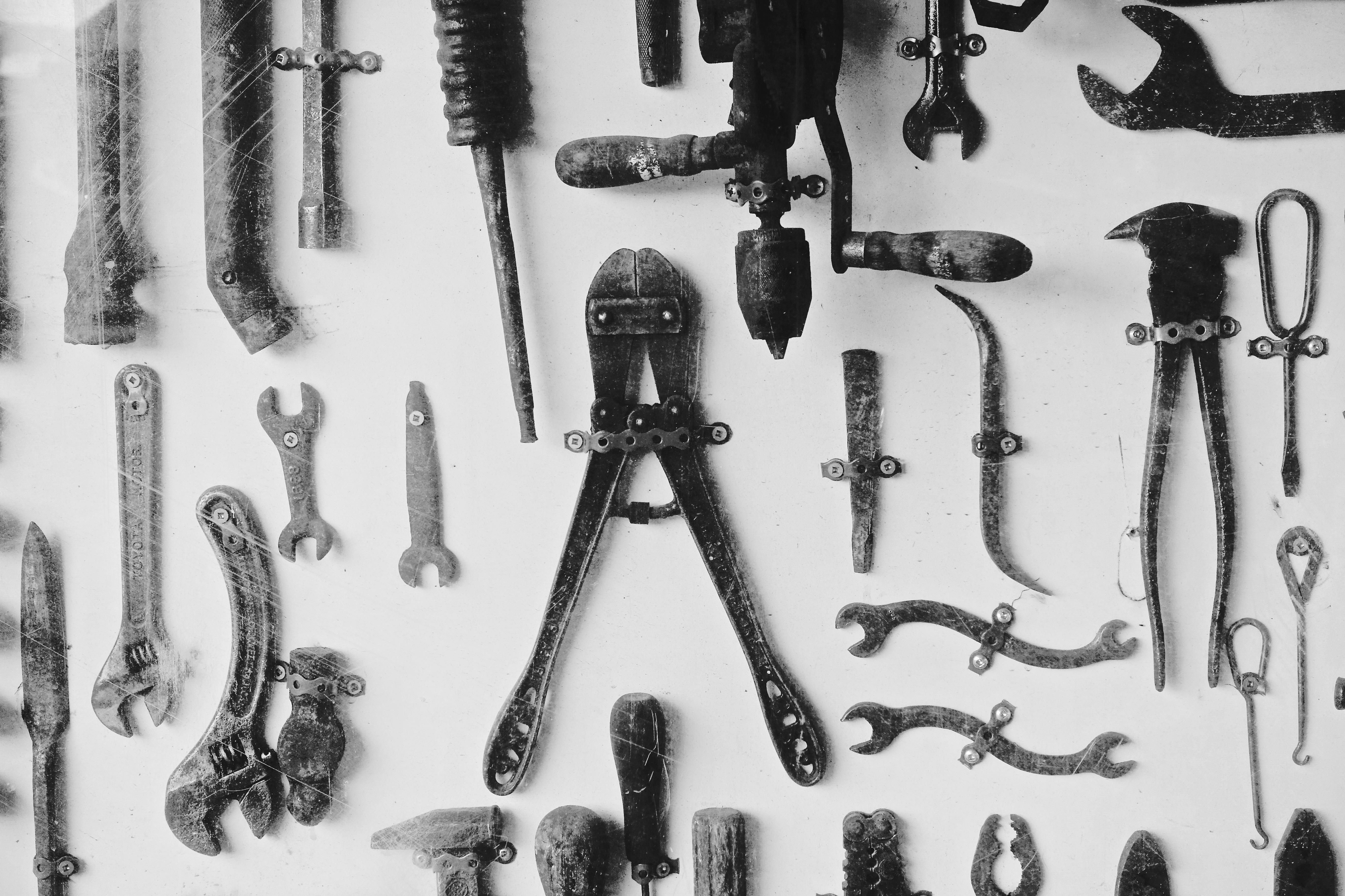 Gambar Hitam Dan Putih Bengkel Peralatan Logam Satu