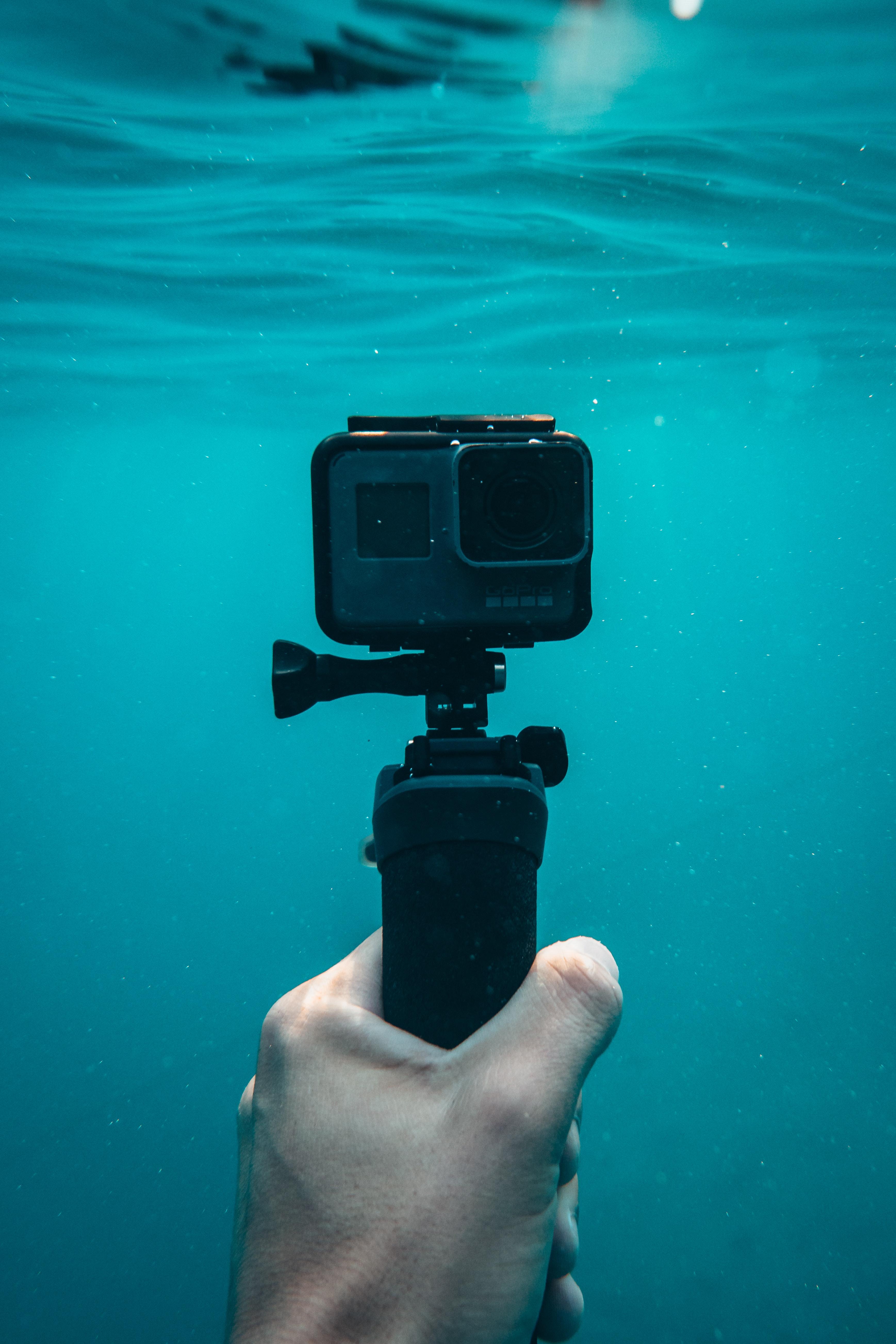 Gambar Hitam Kamera Air Jernih Merapatkan Jelas Penyelam